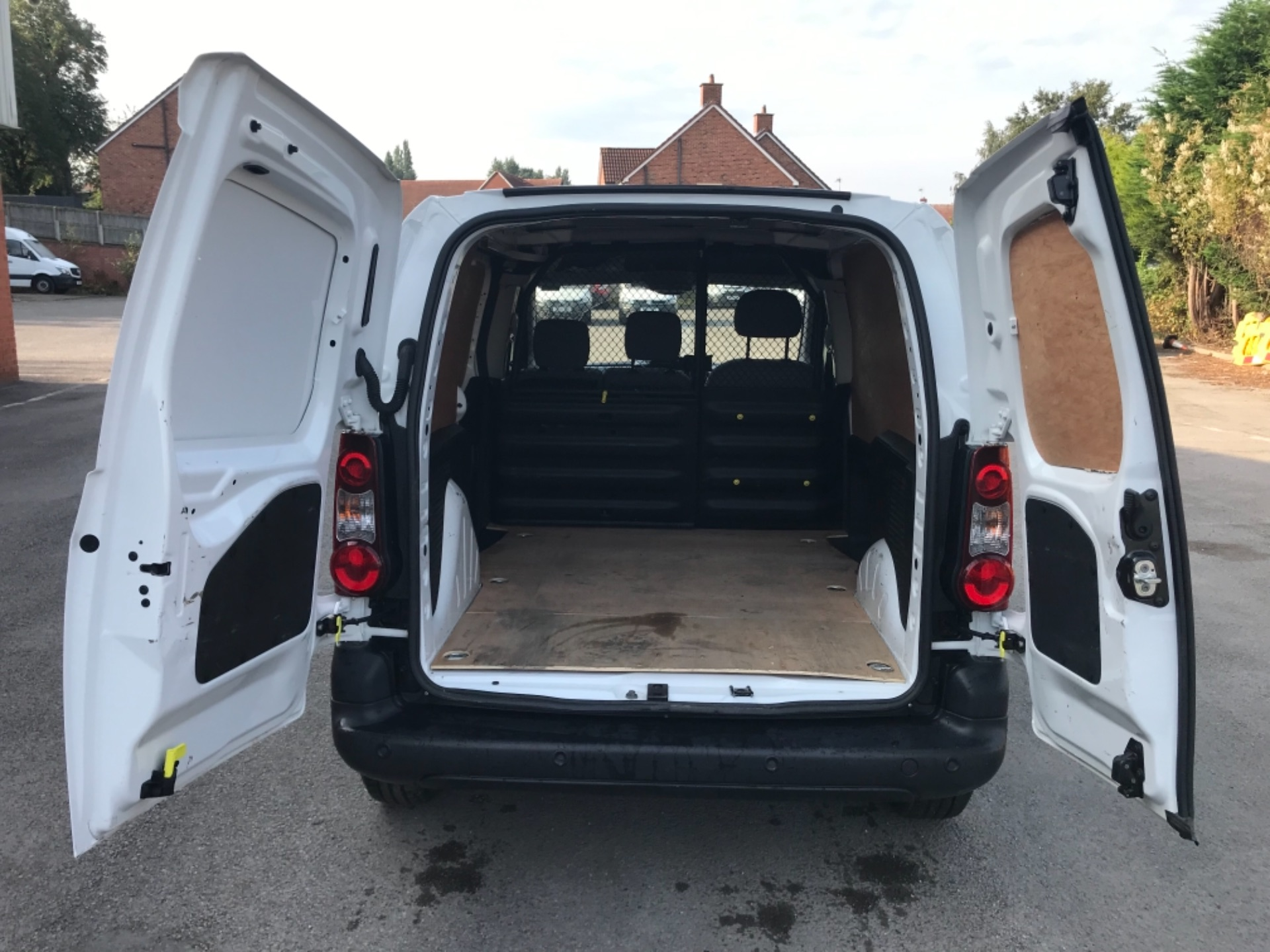 2016 Peugeot Partner 850 1.6 Bluehdi 100 Professional Van EURO 6 (NV66KZN) Image 24