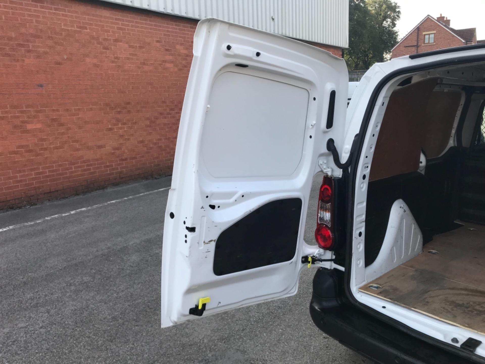 2016 Peugeot Partner 850 1.6 Bluehdi 100 Professional Van EURO 6 (NV66KZN) Image 28