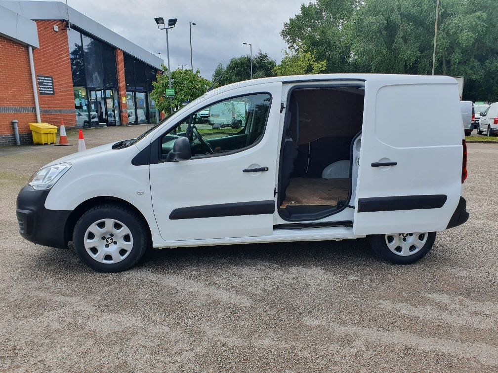 2016 Peugeot Partner 850 1.6 Bluehdi 100 Professional Van [Non Ss] (NV66LAA) Image 12