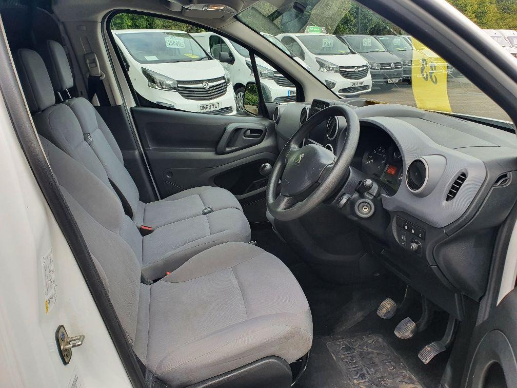 2016 Peugeot Partner 850 1.6 Bluehdi 100 Professional Van [Non Ss] (NV66LAA) Image 5
