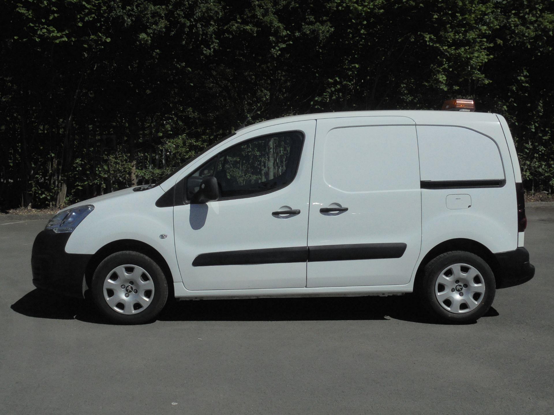 2017 Peugeot Partner 850 1.6 Bluehdi 100 Professional Van [Non Ss] (NV66UHZ) Image 4
