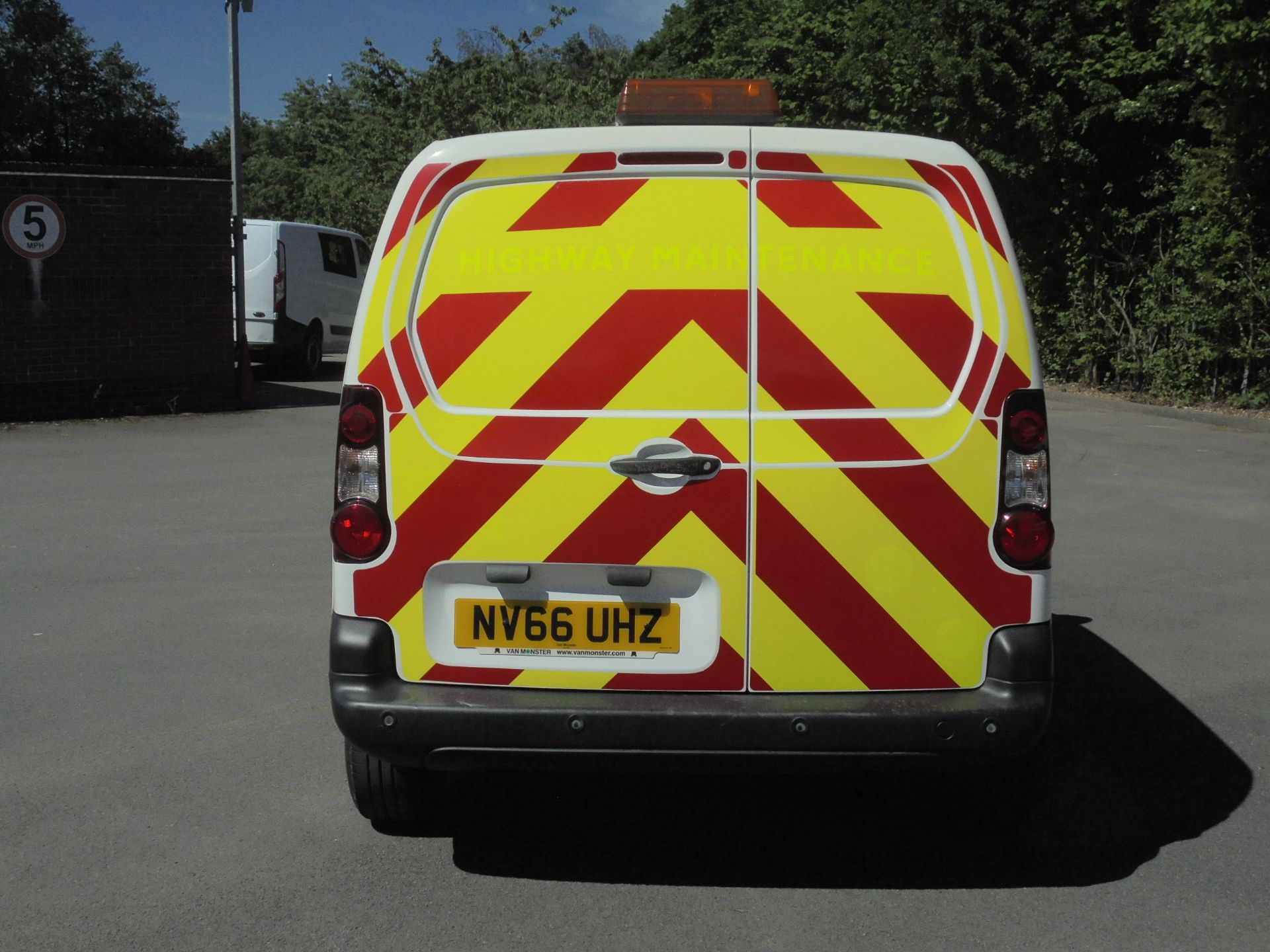 2017 Peugeot Partner 850 1.6 Bluehdi 100 Professional Van [Non Ss] (NV66UHZ) Image 8