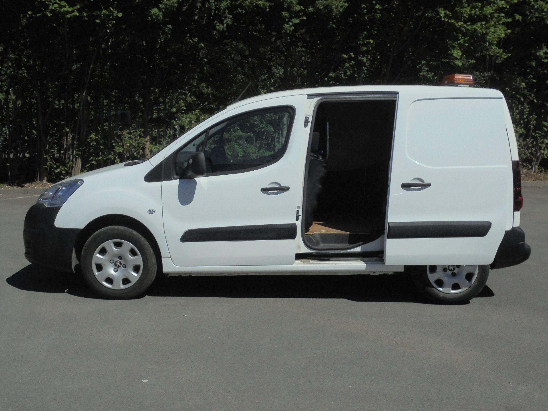 2017 Peugeot Partner 850 1.6 Bluehdi 100 Professional Van [Non Ss] (NV66UHZ) Image 6
