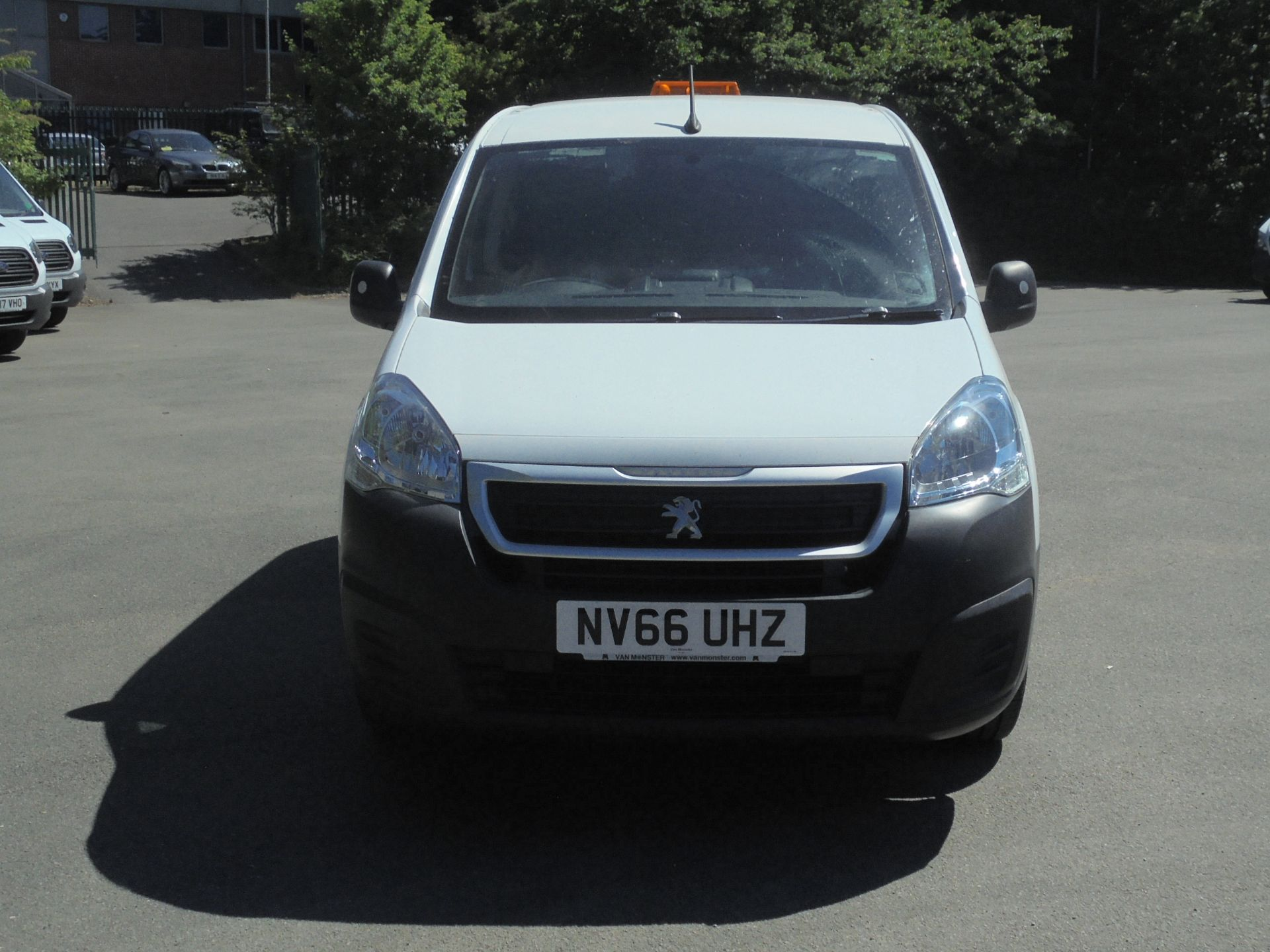 2017 Peugeot Partner 850 1.6 Bluehdi 100 Professional Van [Non Ss] (NV66UHZ) Image 2