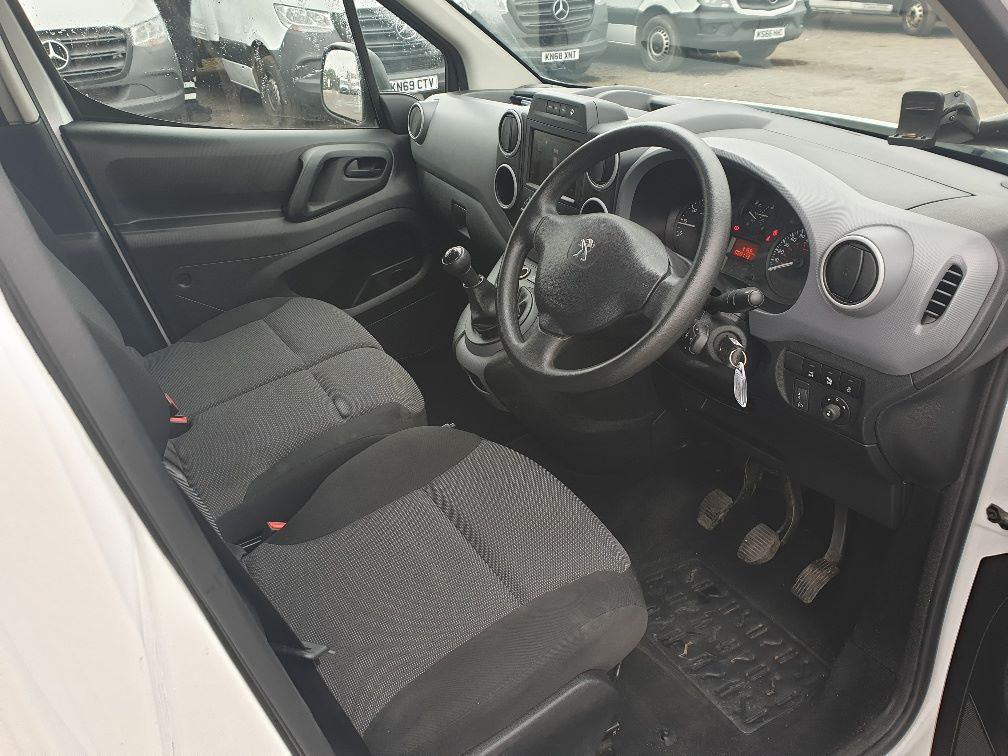 2017 Peugeot Partner L1 850 1.6 BLUEHDI 100 PROFESSIONAL (NON S/S)EURO 6 (NV66URW) Image 14