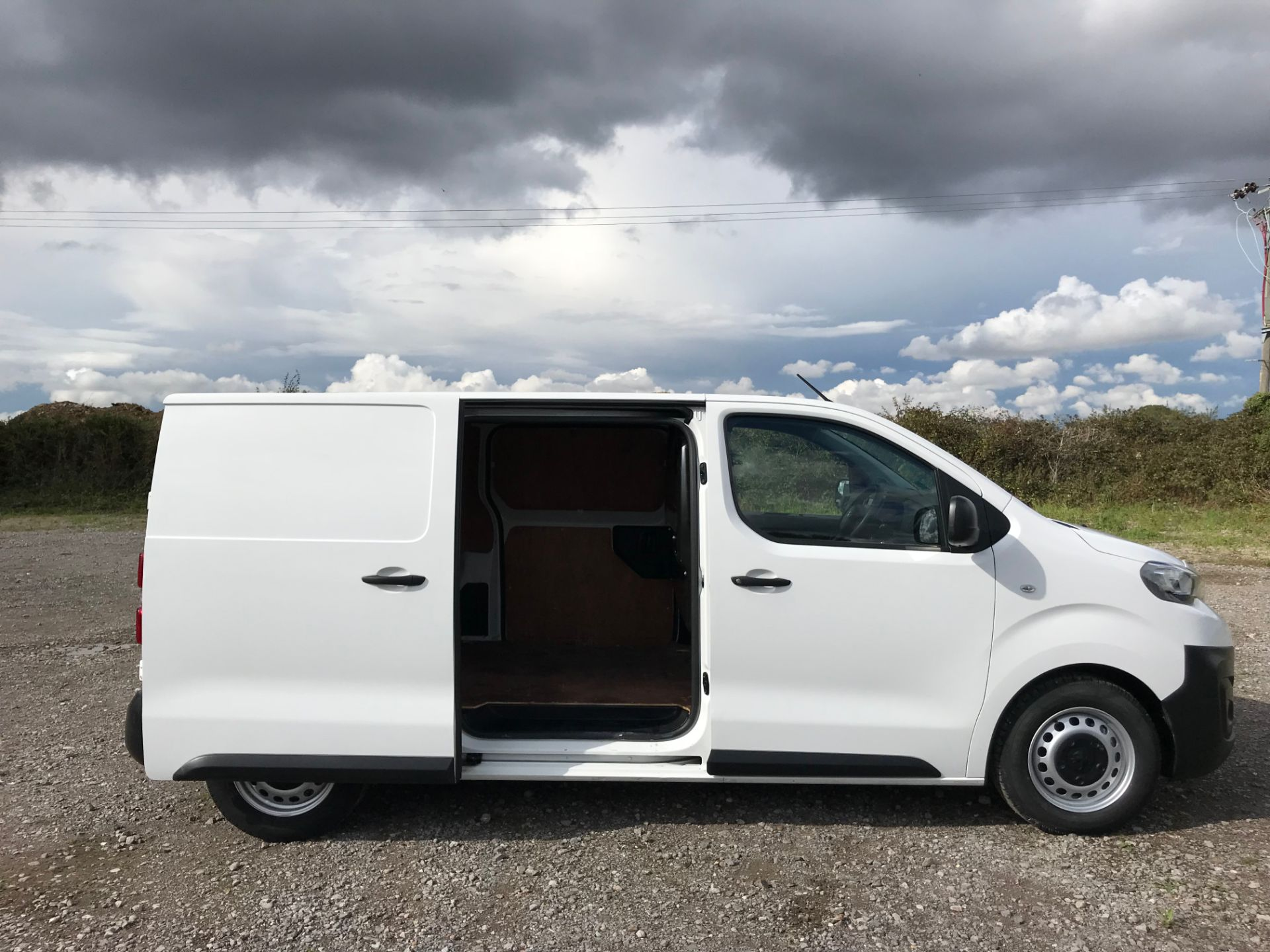 2017 Peugeot Expert 1000 1.6 Bluehdi 95 S Van (NV66XBF) Image 8