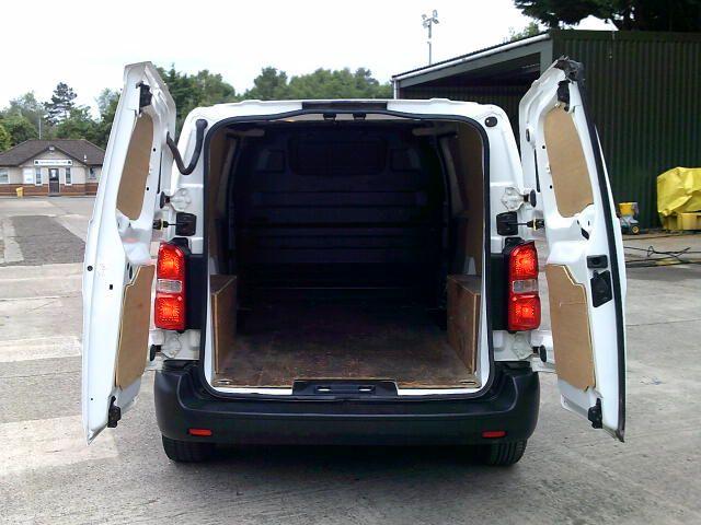 2017 Peugeot Expert 1000 1.6 Bluehdi 95 S Van (NV66XBK) Image 17