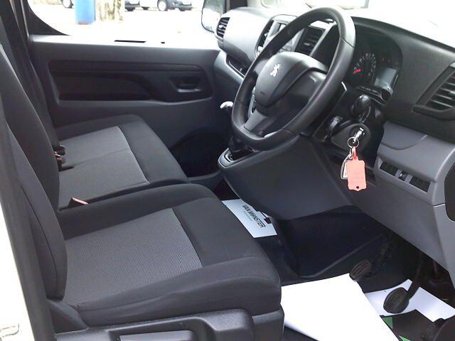 2017 Peugeot Expert 1000 1.6 Bluehdi 95 S Van (NV66XBK) Image 2