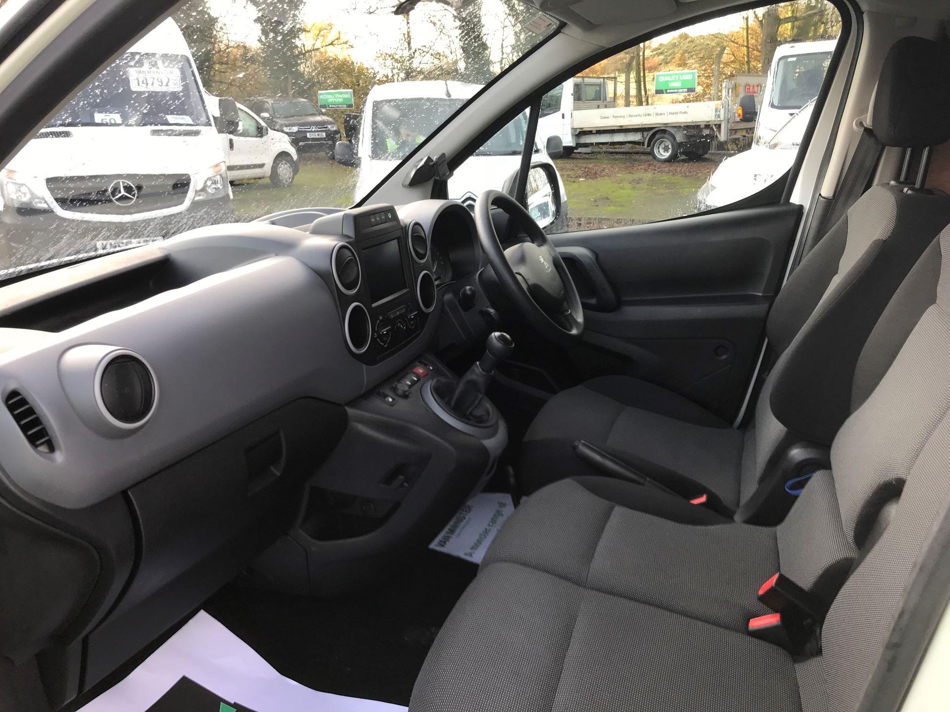 2017 Peugeot Partner L1 850 1.6 BLUEHDI 100 PROFESSIONAL (NON S/S)EURO 6 (NV66XKN) Image 16