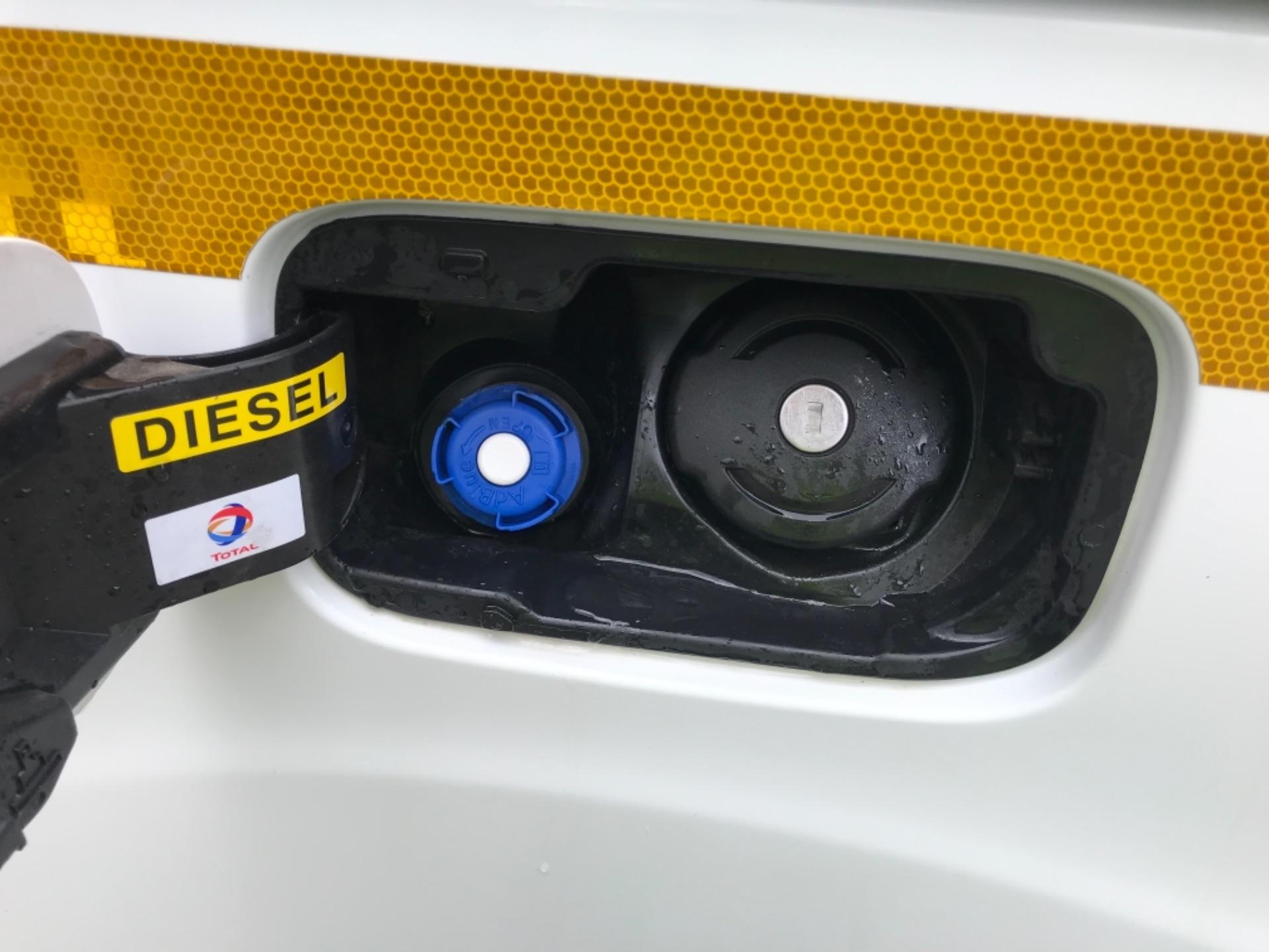 2017 Peugeot Partner 850 1.6 Bluehdi 100 Professional Van [Non Ss] EURO 6 (NV66XLA) Image 23