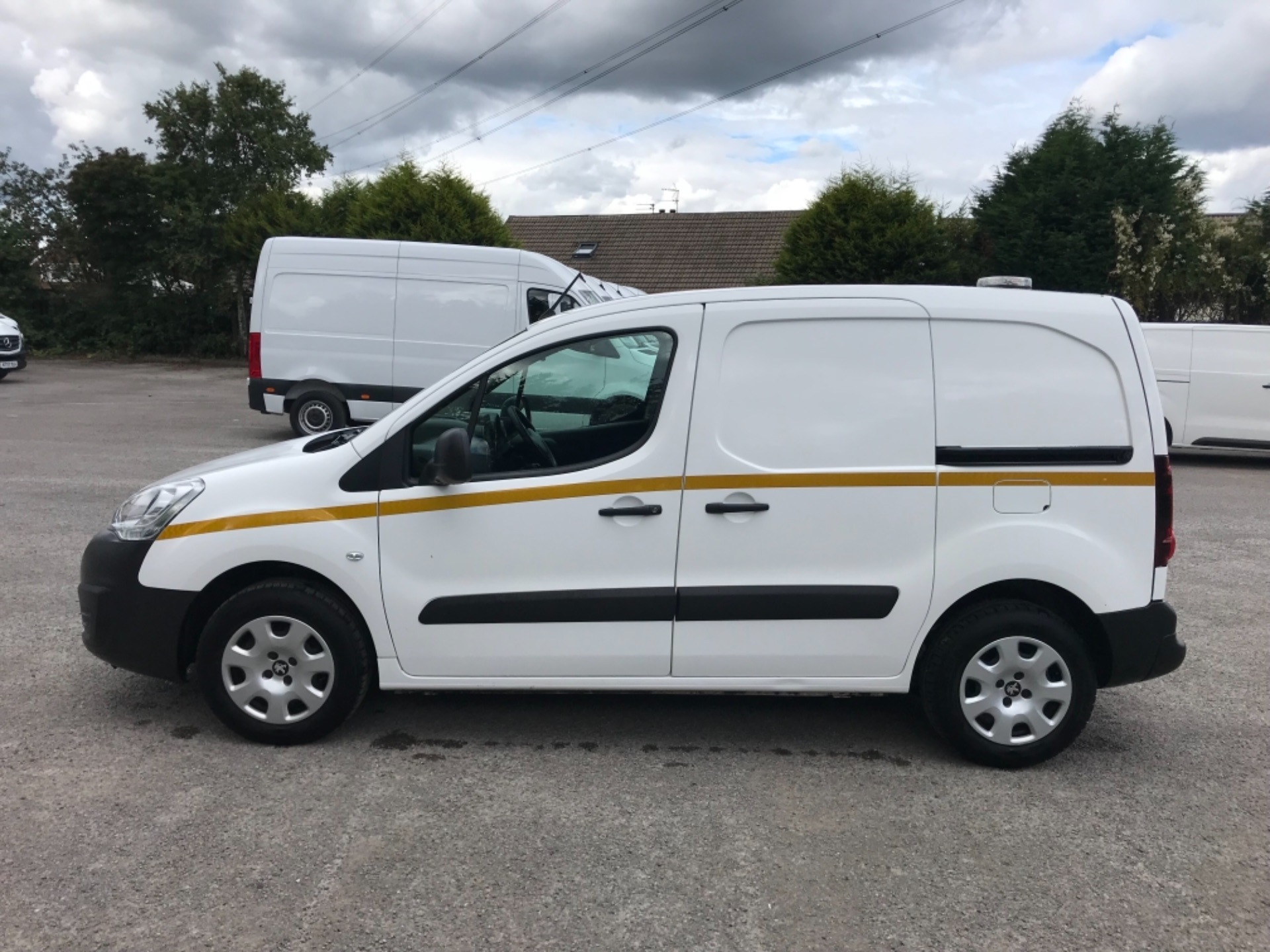 2017 Peugeot Partner 850 1.6 Bluehdi 100 Professional Van [Non Ss] EURO 6 (NV66XLA) Image 4