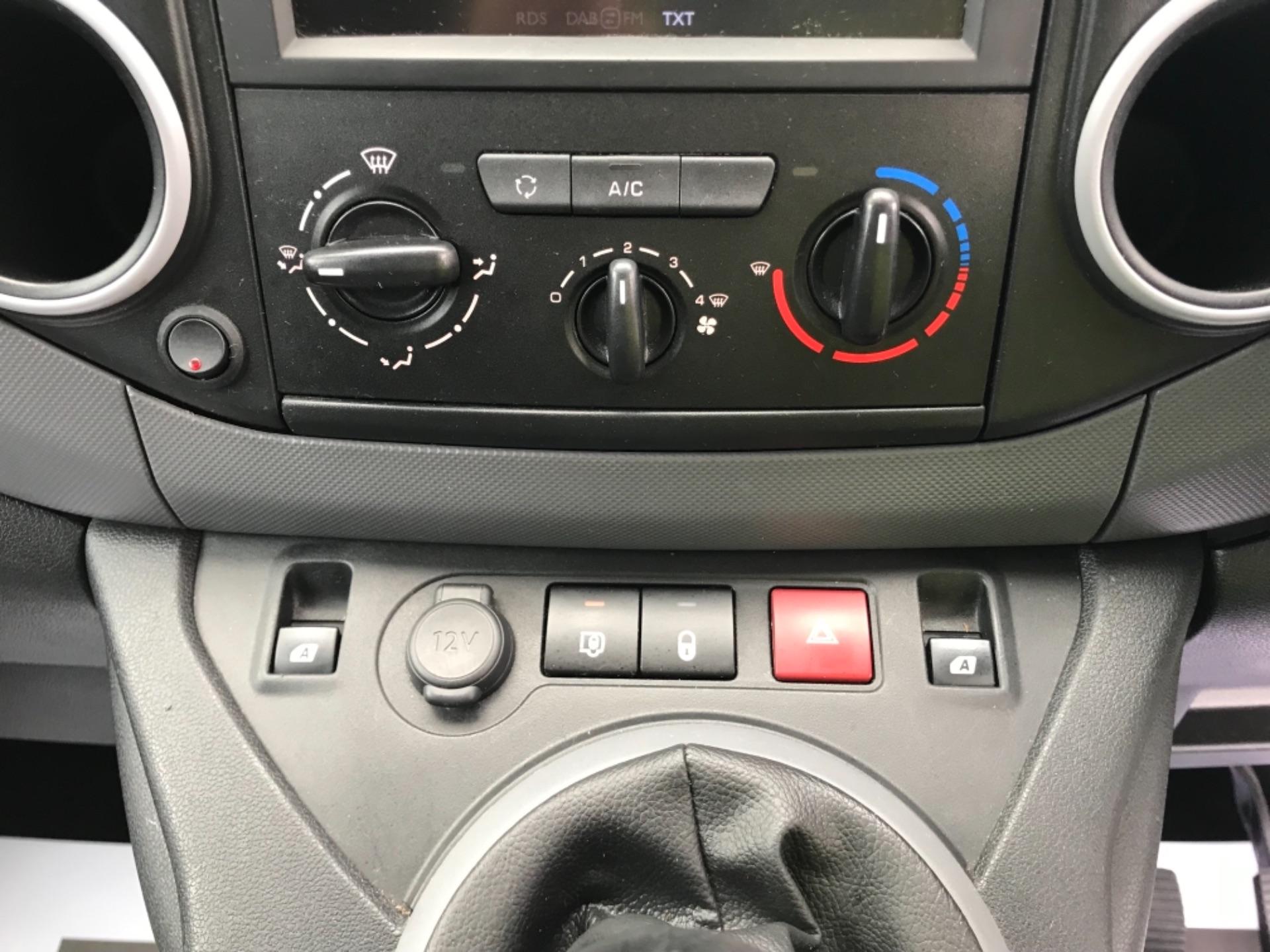 2017 Peugeot Partner 850 1.6 Bluehdi 100 Professional Van [Non Ss] EURO 6 (NV66XLA) Image 14