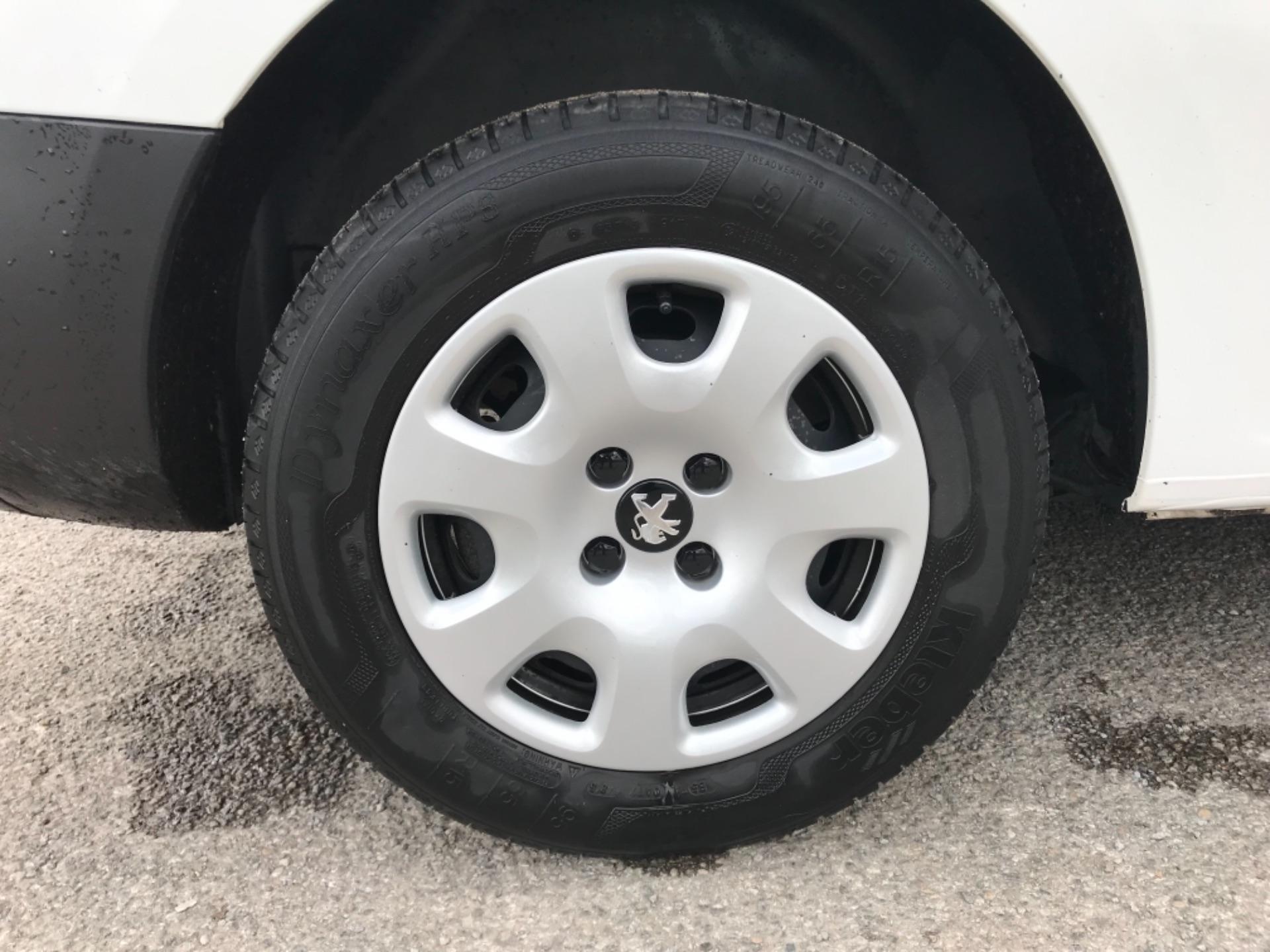 2017 Peugeot Partner 850 1.6 Bluehdi 100 Professional Van [Non Ss] EURO 6 (NV66XLA) Image 22