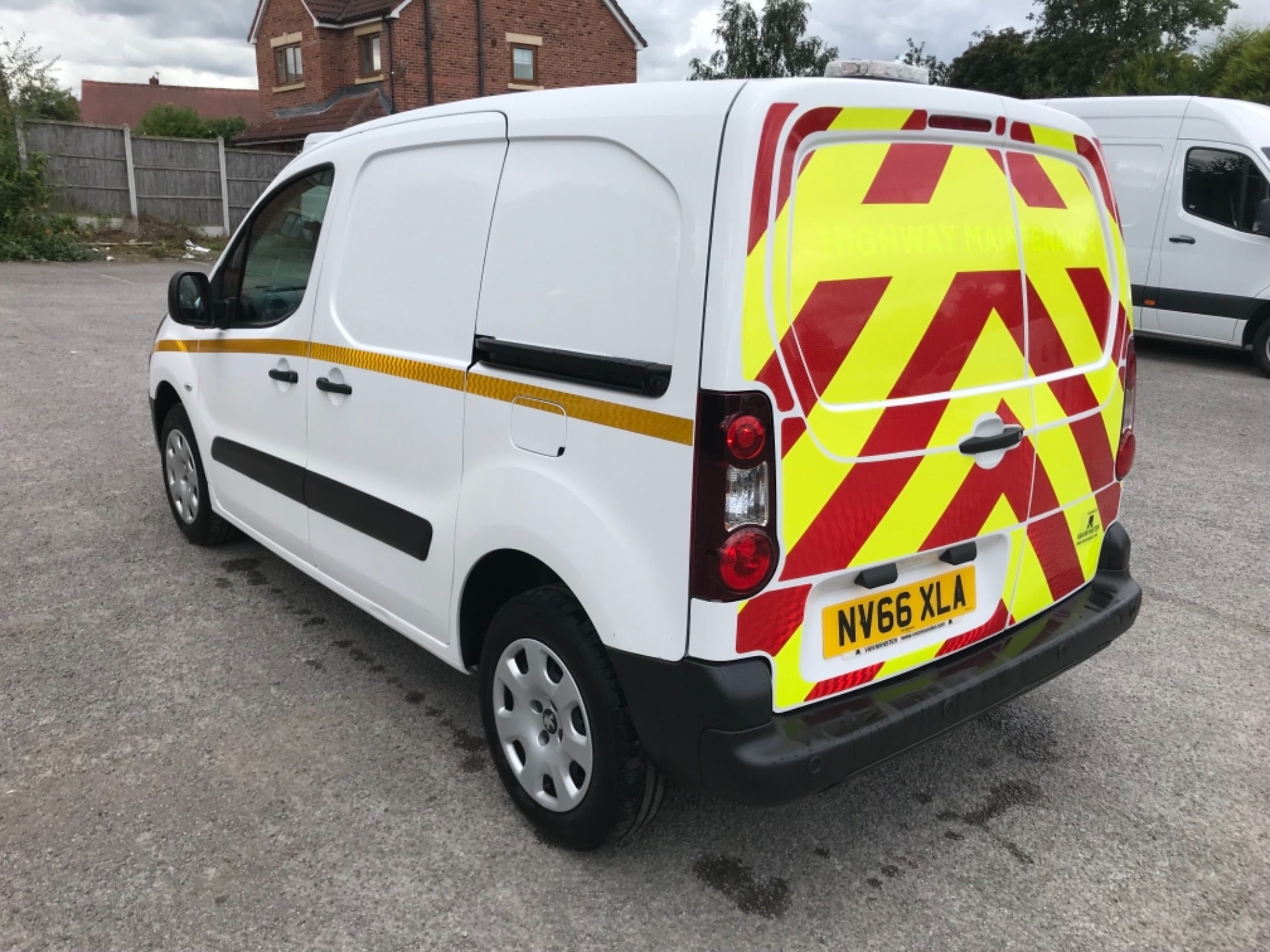 2017 Peugeot Partner 850 1.6 Bluehdi 100 Professional Van [Non Ss] EURO 6 (NV66XLA) Image 5