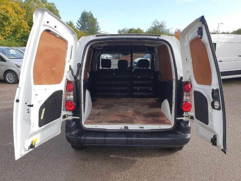 2017 Peugeot Partner 850 1.6 Bluehdi 100 Professional Van [Non Ss] (NV66XLJ) Image 11