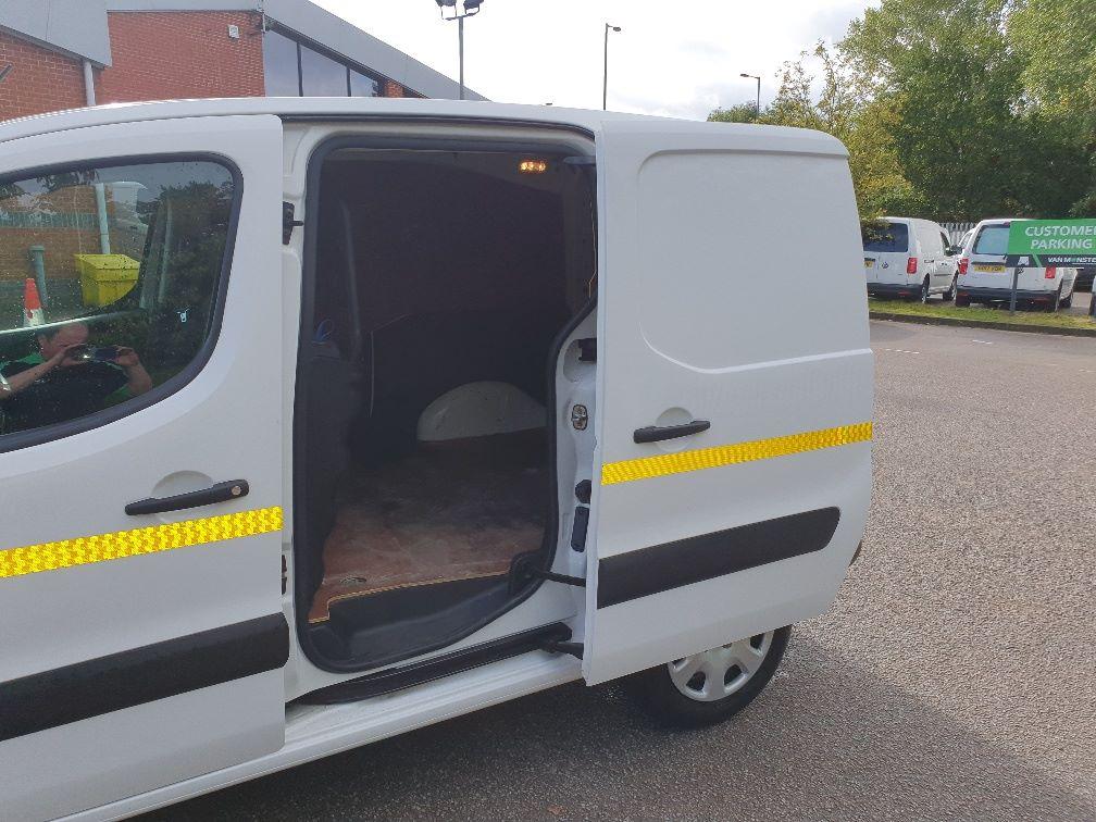 2017 Peugeot Partner 850 1.6 Bluehdi 100 Professional Van [Non Ss] (NV66XLJ) Image 14