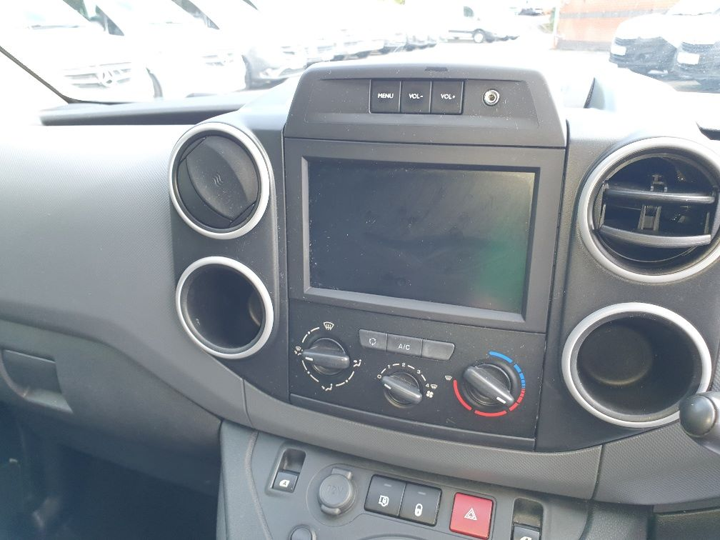 2017 Peugeot Partner 850 1.6 Bluehdi 100 Professional Van [Non Ss] (NV66XLJ) Image 6