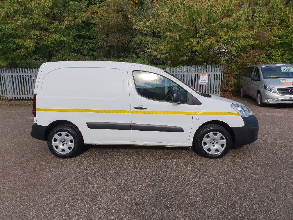 2017 Peugeot Partner 850 1.6 Bluehdi 100 Professional Van [Non Ss] (NV66XLJ) Image 4