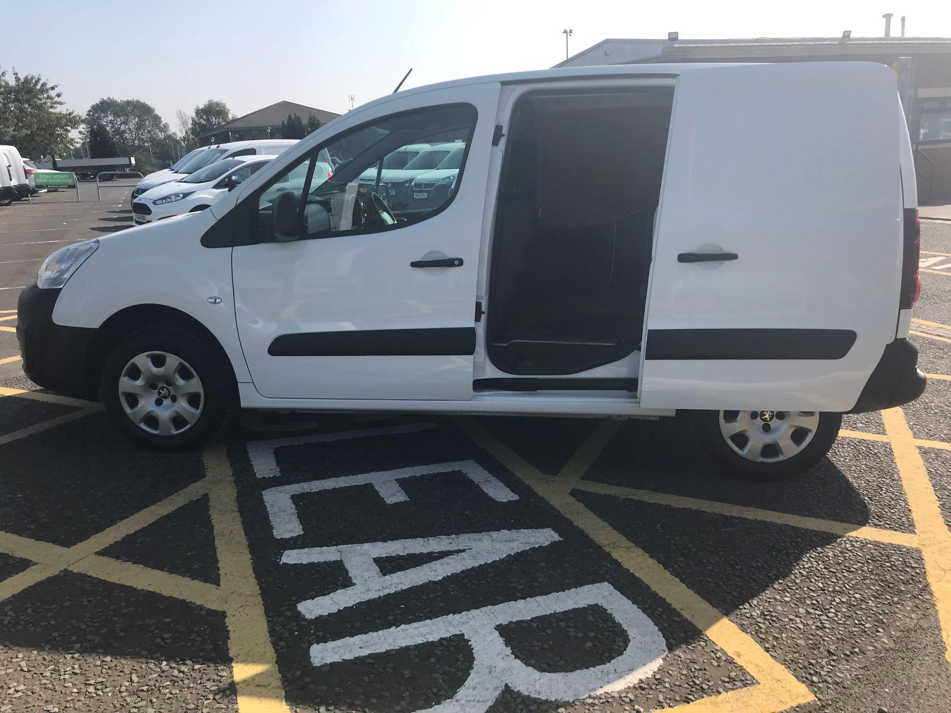 2017 Peugeot Partner 850 1.6 Bluehdi 100 Professional Van [Non Ss] (NV66XLO) Image 18