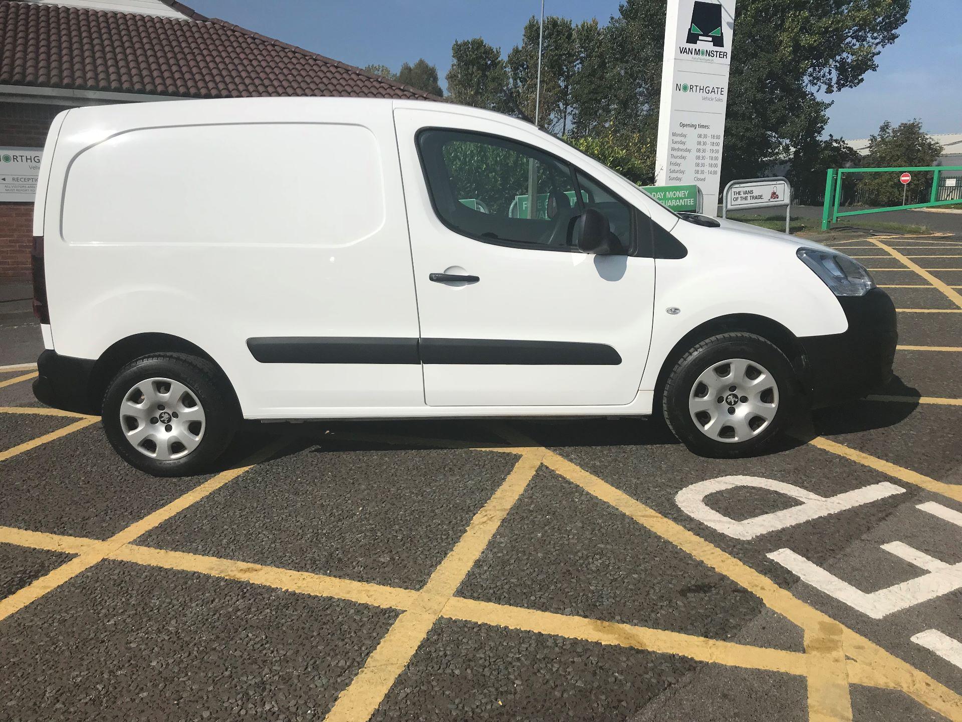 2017 Peugeot Partner 850 1.6 Bluehdi 100 Professional Van [Non Ss] (NV66XLO) Image 8