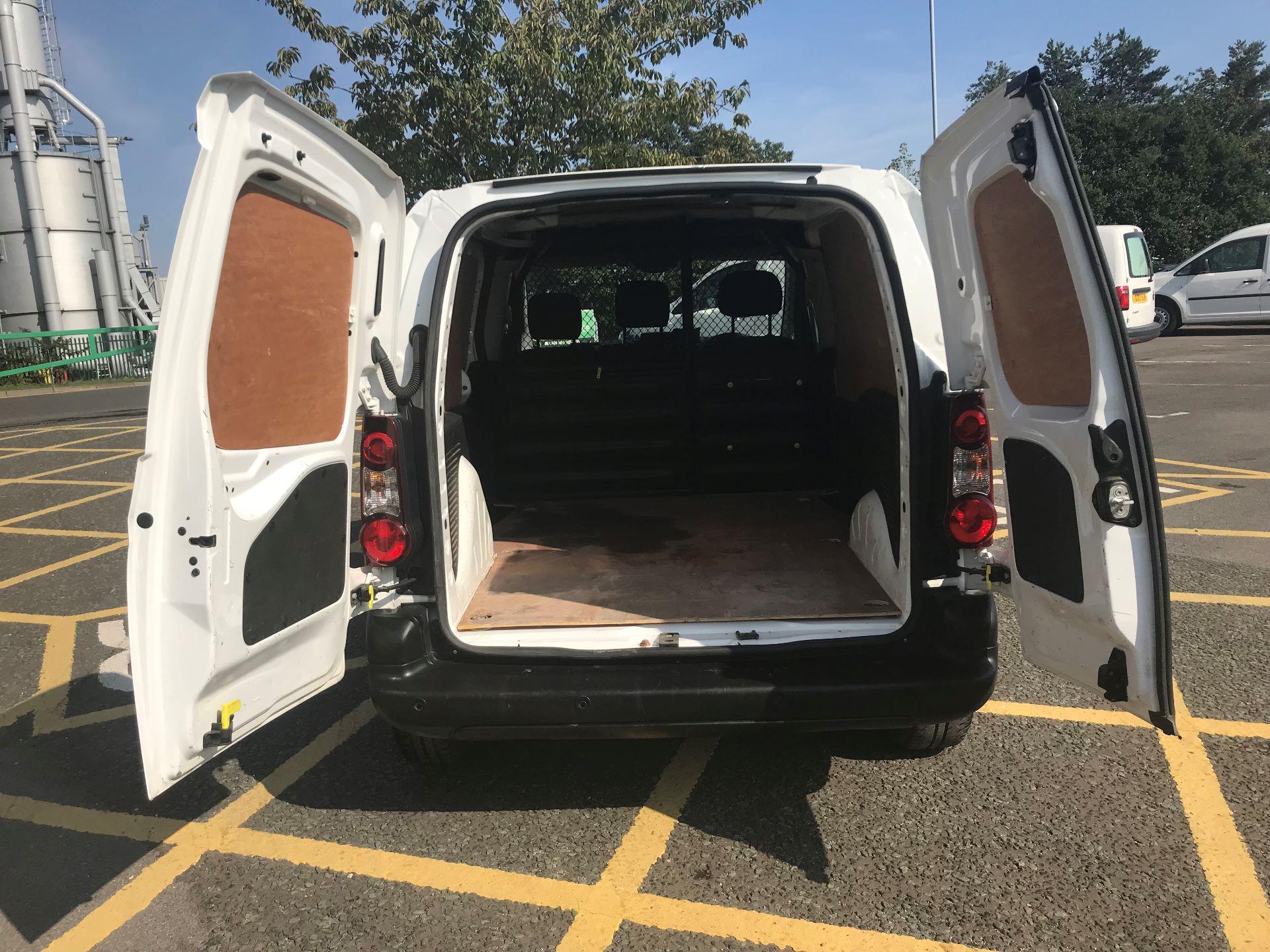 2017 Peugeot Partner 850 1.6 Bluehdi 100 Professional Van [Non Ss] (NV66XLO) Image 19