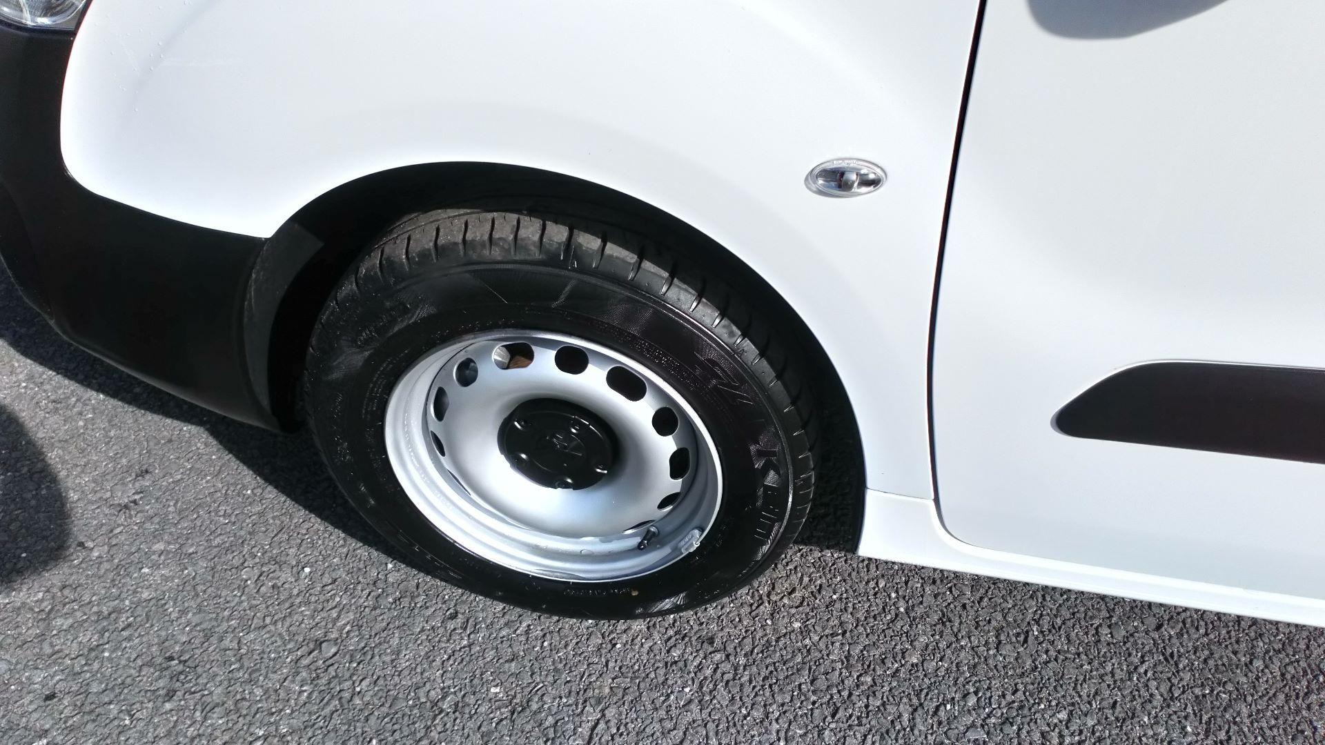 2017 Peugeot Partner 850 S 1.6 Bluehdi 100 Van [Sld] (NV66XMR) Image 13