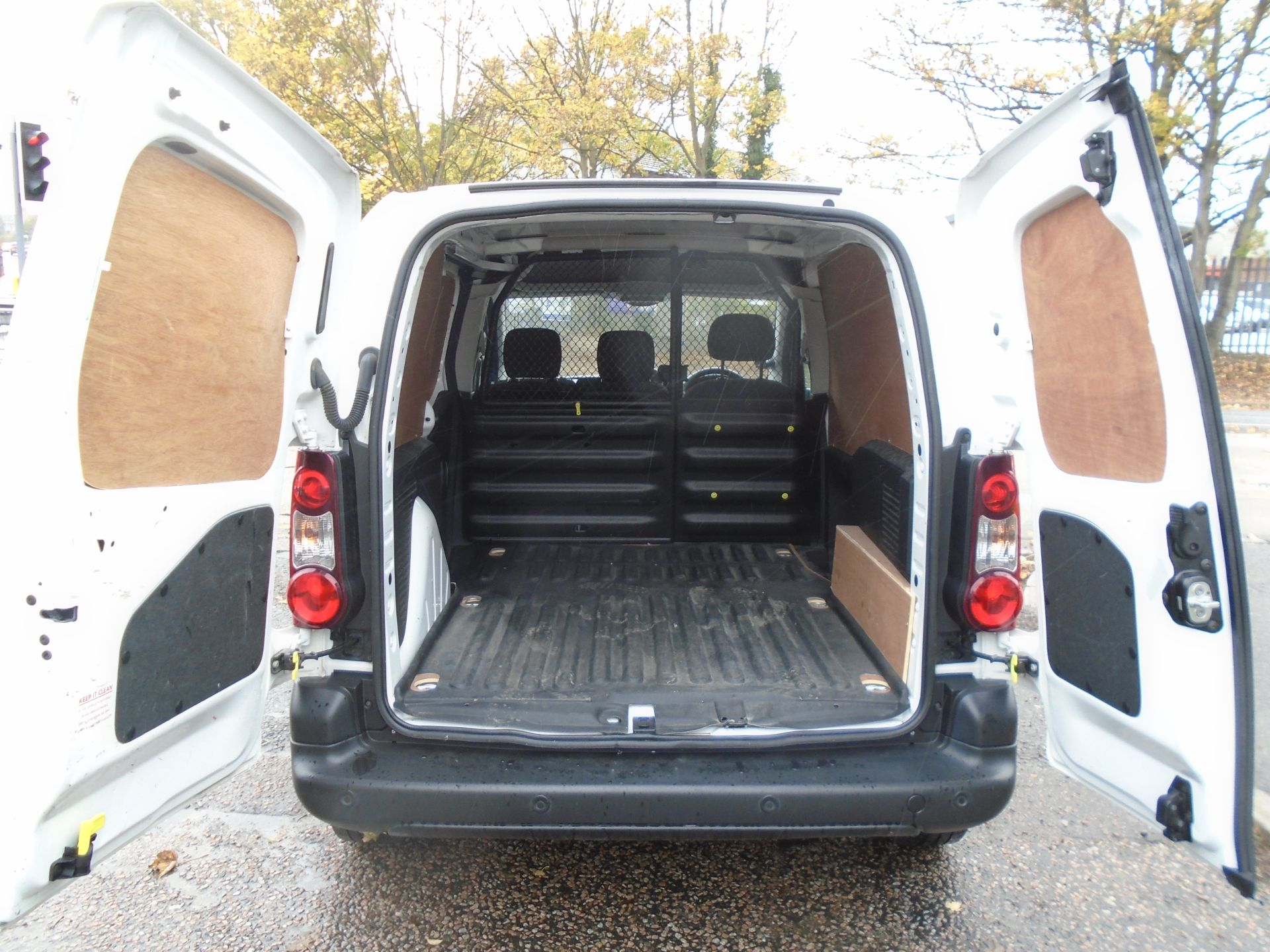 2017 Peugeot Partner 850 1.6 Bluehdi 100 Professional Van [Non Ss] (NV66XUK) Image 15