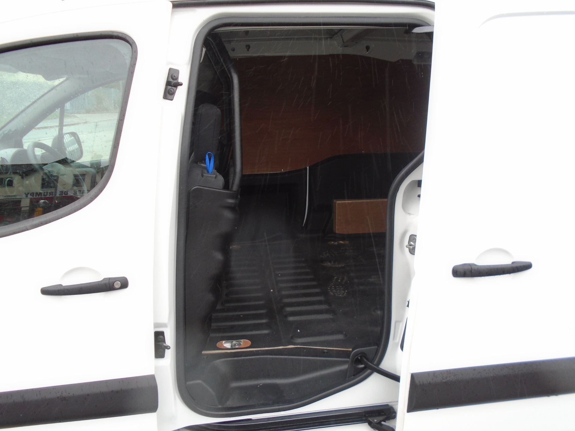 2017 Peugeot Partner 850 1.6 Bluehdi 100 Professional Van [Non Ss] (NV66XUK) Image 14