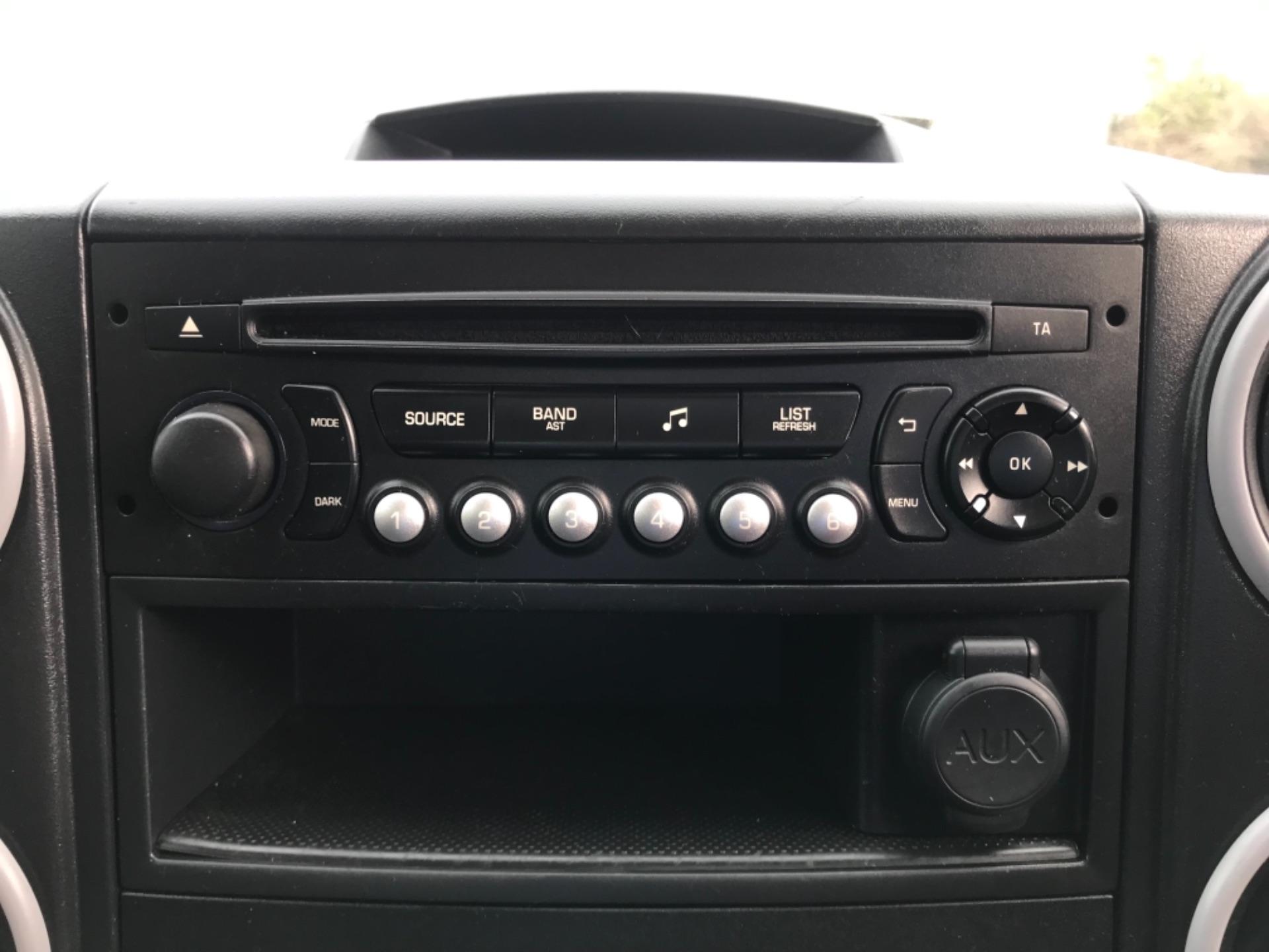 2017 Peugeot Partner  L2 715 S 1.6 BLUEHDI 100 CREW VAN EURO 6 (NV67AAK) Image 19