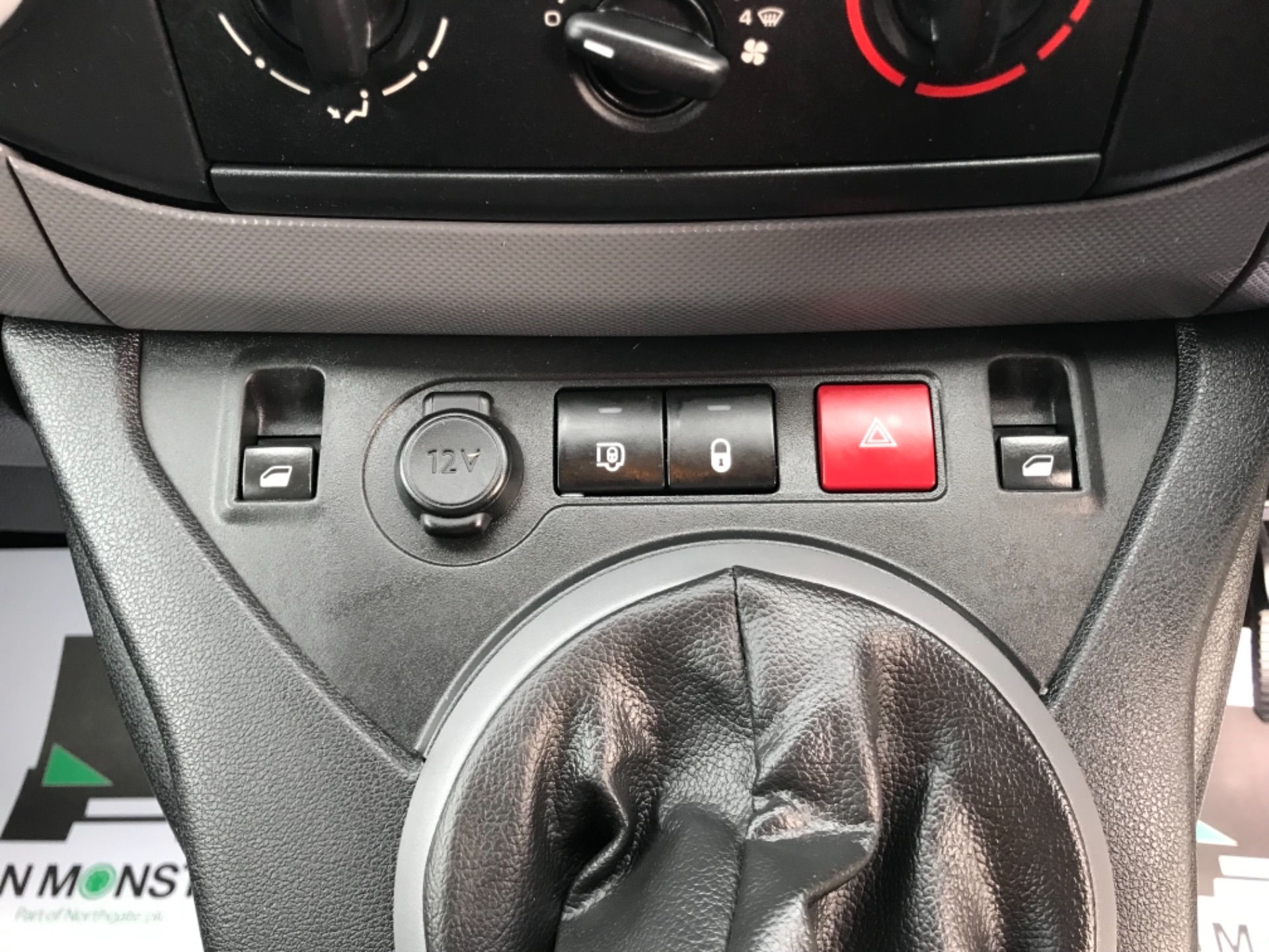 2017 Peugeot Partner  L2 715 S 1.6 BLUEHDI 100 CREW VAN EURO 6 (NV67AAK) Image 21