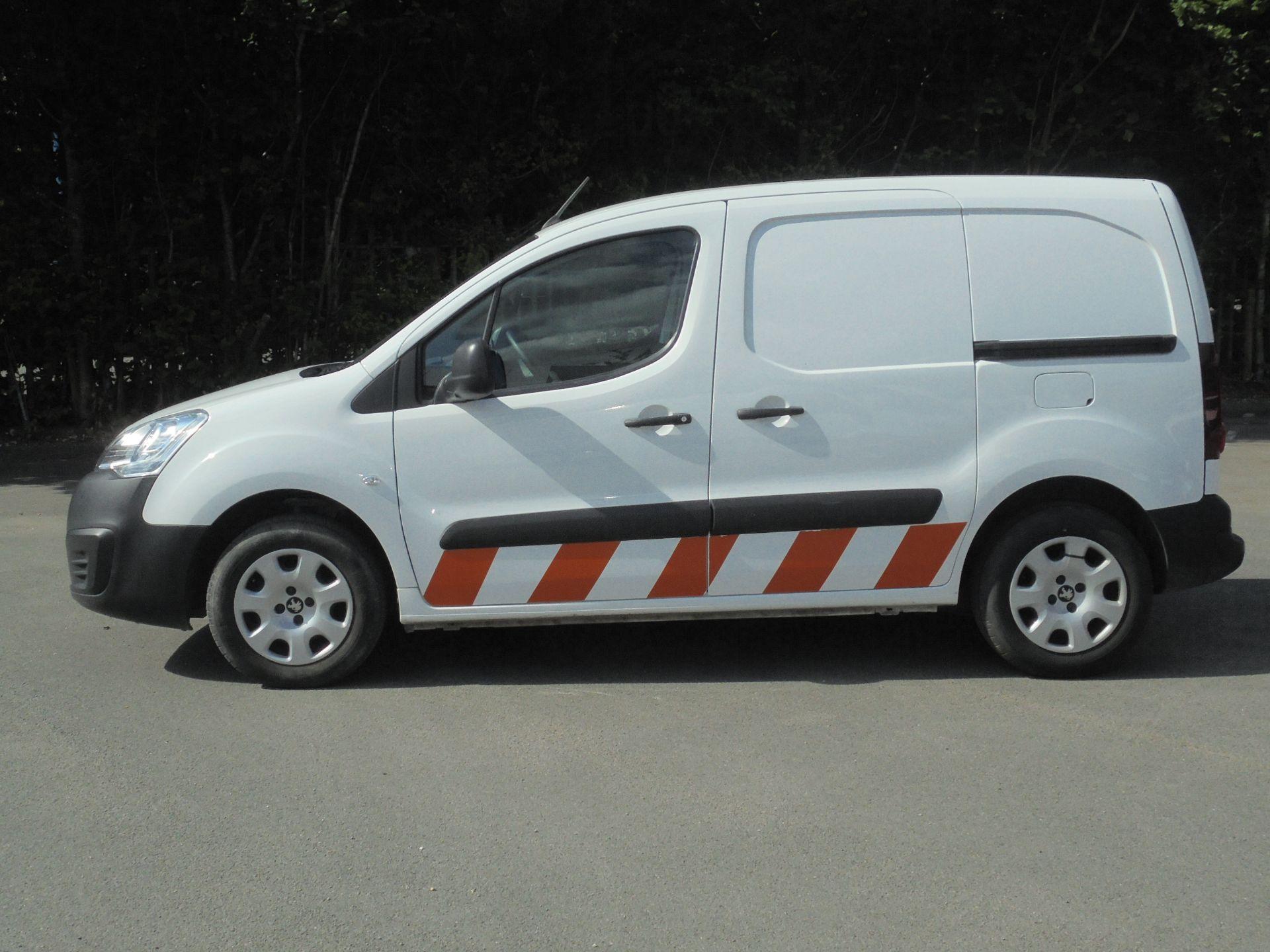 2017 Peugeot Partner 850 1.6 Bluehdi 100 Professional Van [Non Ss] (NV67ABU) Image 4
