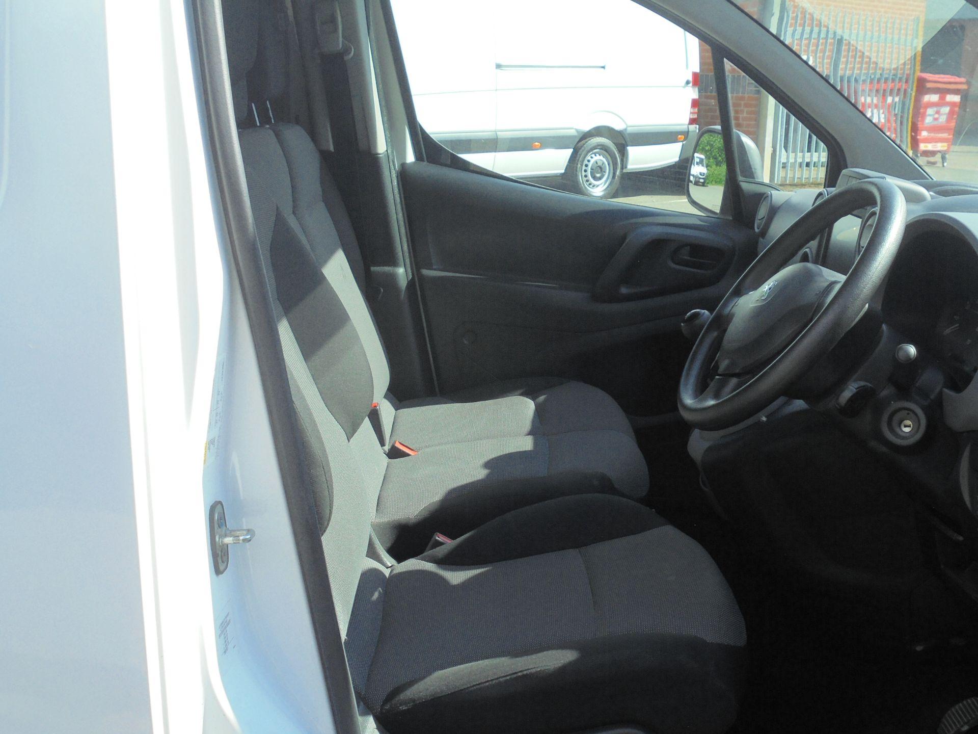 2017 Peugeot Partner 850 1.6 Bluehdi 100 Professional Van [Non Ss] (NV67ABU) Image 12
