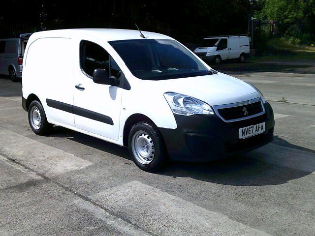 2018 Peugeot Partner 850 1.6 Bluehdi 100 Professional Van [Non Ss] (NV67AFA) Image 1