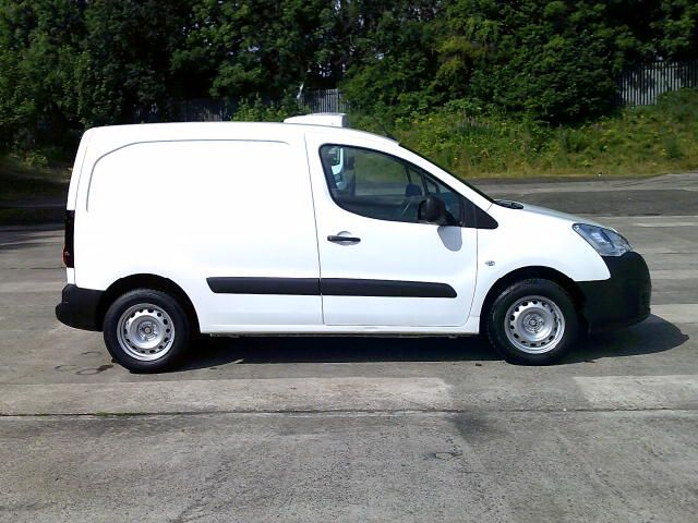 2018 Peugeot Partner 850 1.6 Bluehdi 100 Professional Van [Non Ss] (NV67AFA) Image 8