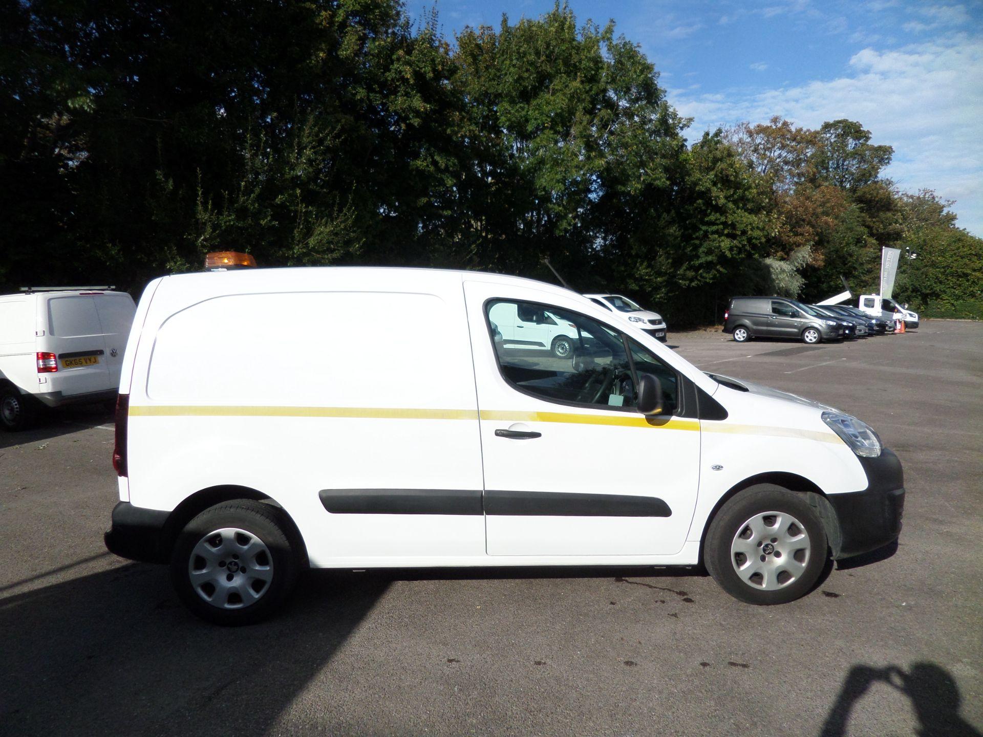 2017 Peugeot Partner 850 1.6 Bluehdi 100 Professional Van [Non Ss] Euro 6 ( 70MPH LIMITED) (NV67CNX) Image 2