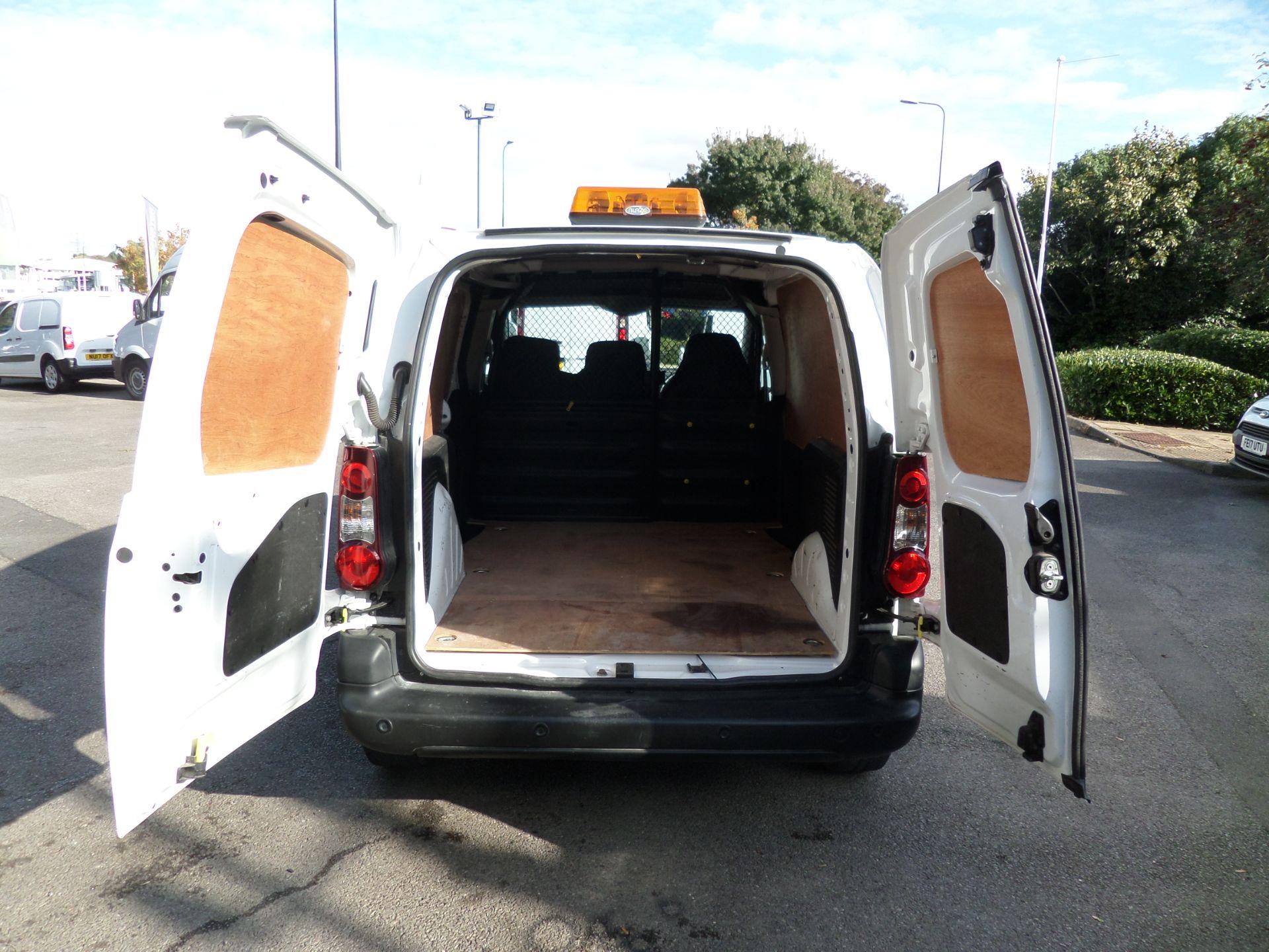 2017 Peugeot Partner 850 1.6 Bluehdi 100 Professional Van [Non Ss] Euro 6 ( 70MPH LIMITED) (NV67CNX) Image 4