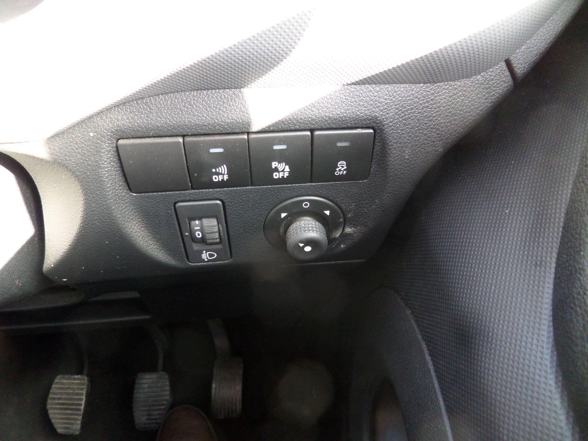 2017 Peugeot Partner 850 1.6 Bluehdi 100 Professional Van [Non Ss] Euro 6 ( 70MPH LIMITED) (NV67CNX) Image 17