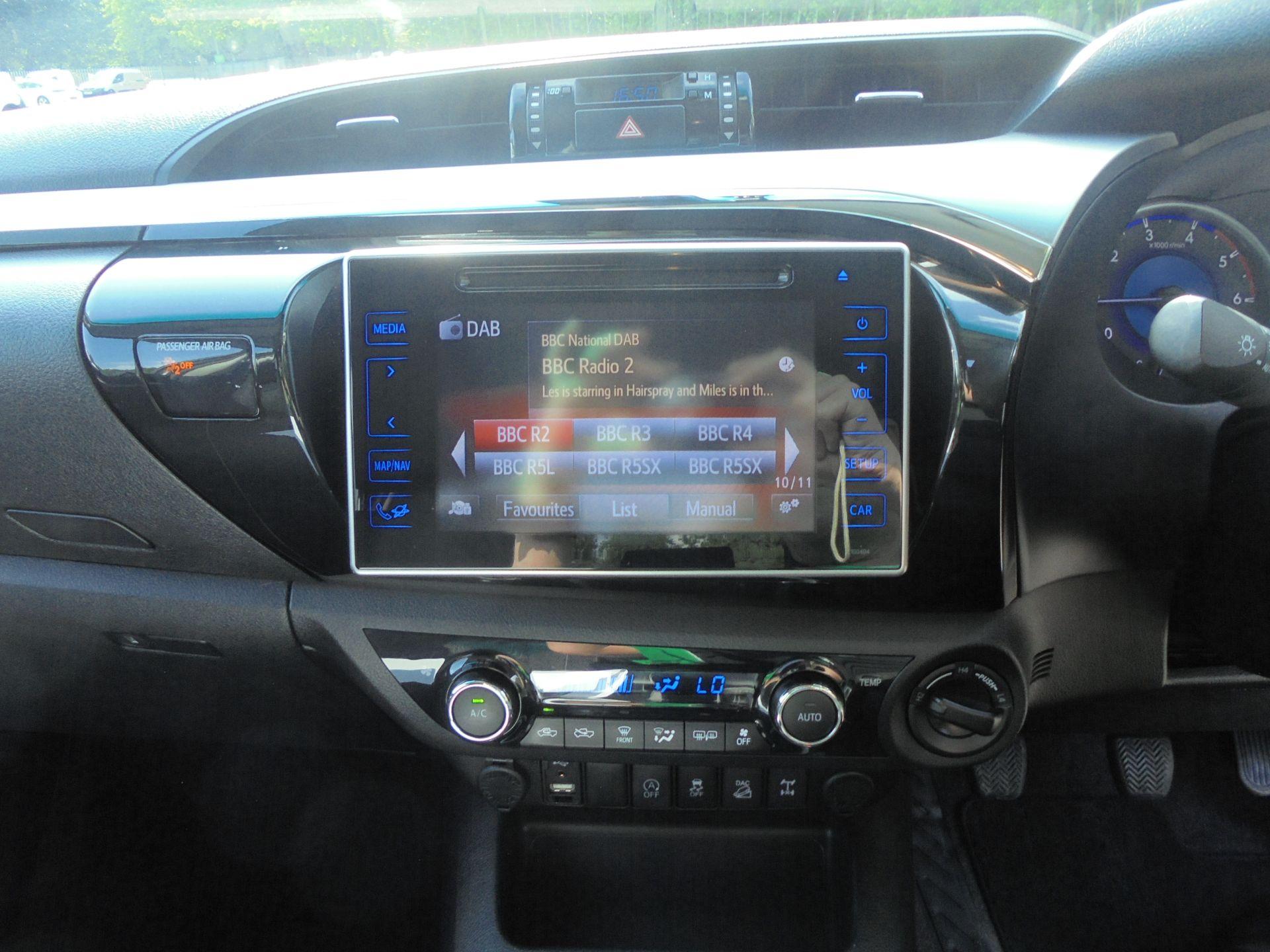 2017 Toyota Hilux Invincible D/Cab Pick Up 2.4 D-4D (NV67CXE) Image 12