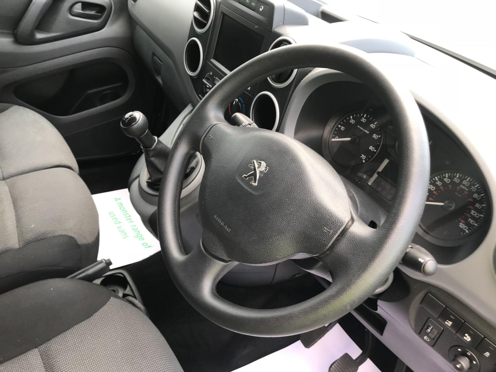 2017 Peugeot Partner 850 1.6 Bluehdi 100 Professional Van [Non Ss] EURO 6 (NV67EUX) Image 23