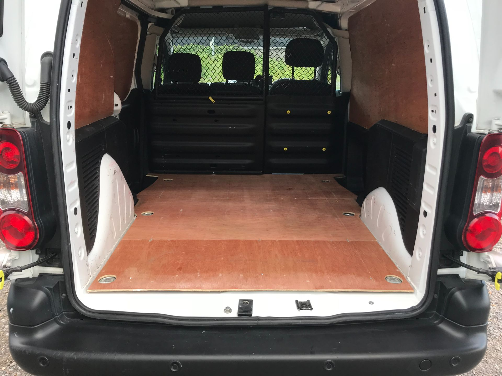 2017 Peugeot Partner 850 1.6 Bluehdi 100 Professional Van [Non Ss] EURO 6 (NV67EUX) Image 12