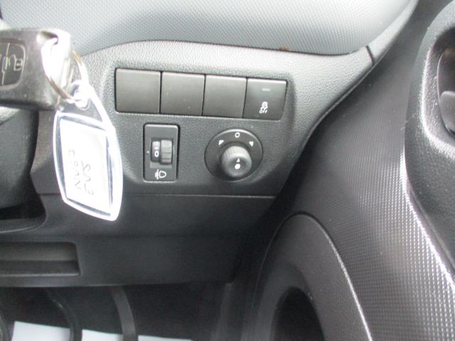 2017 Peugeot Partner  L2 715 S 1.6 BLUEHDI 100 CREW VAN EURO 6 (NV67EVJ) Image 18