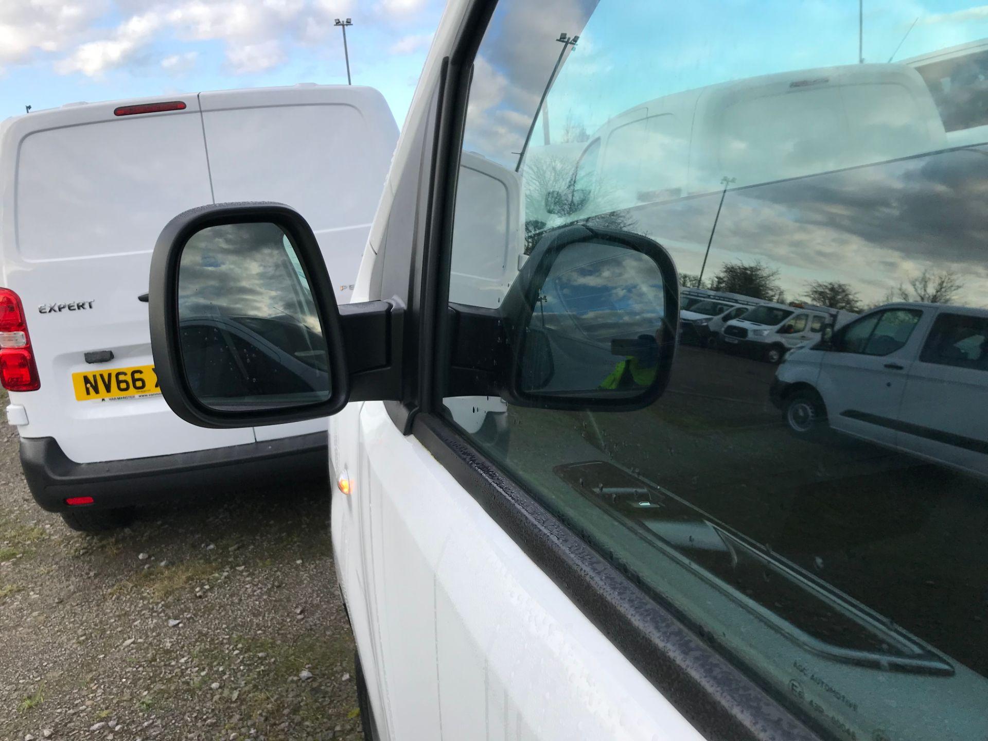 2018 Peugeot Expert 1000 1.6 Bluehdi 95 S Van (NV67HSD) Image 14