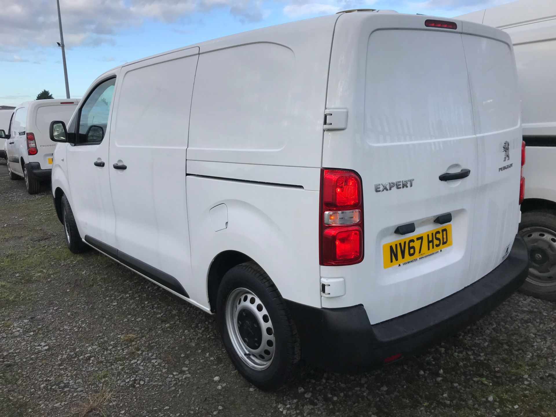 2018 Peugeot Expert 1000 1.6 Bluehdi 95 S Van (NV67HSD) Image 5