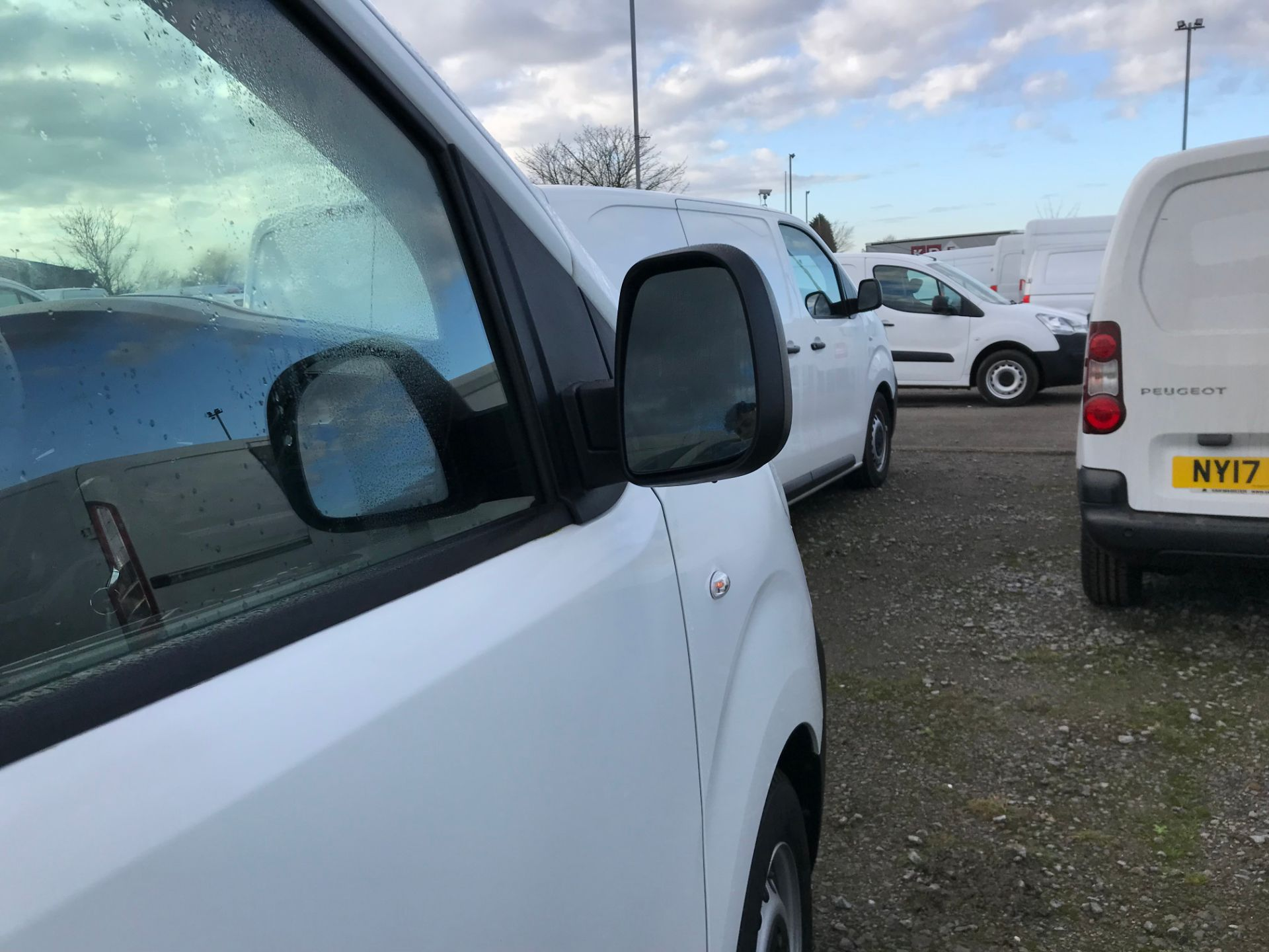 2018 Peugeot Expert 1000 1.6 Bluehdi 95 S Van (NV67HSD) Image 10