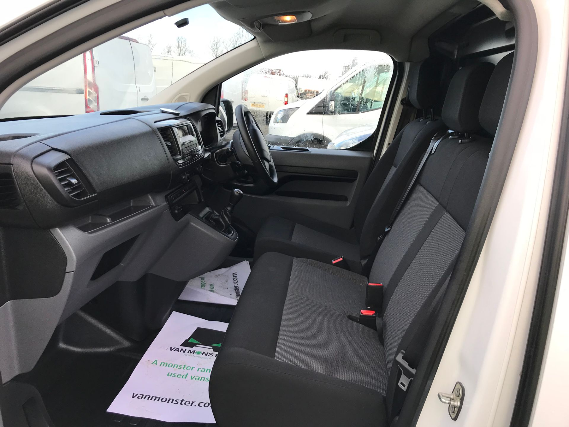 2018 Peugeot Expert 1000 1.6 Bluehdi 95 S Van (NV67HSD) Image 15