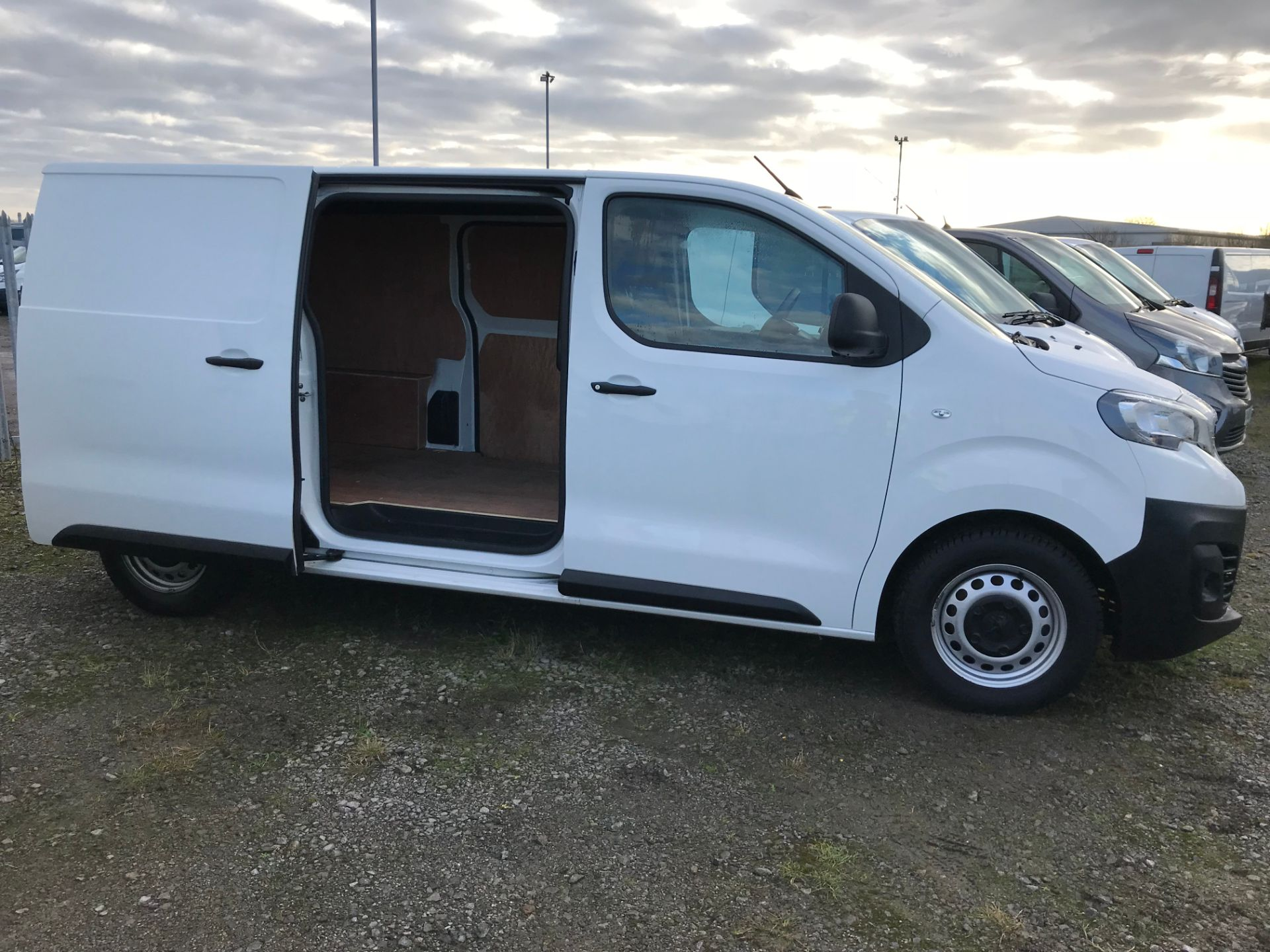 2018 Peugeot Expert 1000 1.6 Bluehdi 95 S Van (NV67HSD) Image 18