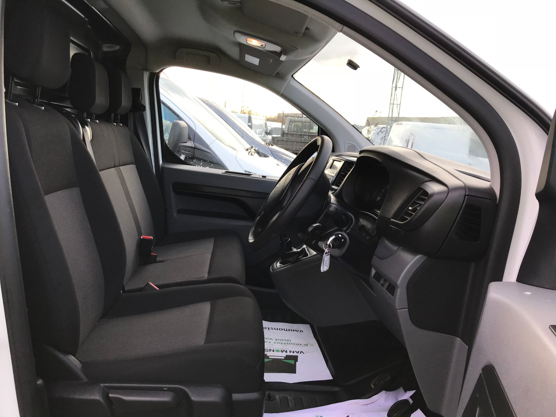 2018 Peugeot Expert 1000 1.6 Bluehdi 95 S Van (NV67HSD) Image 11