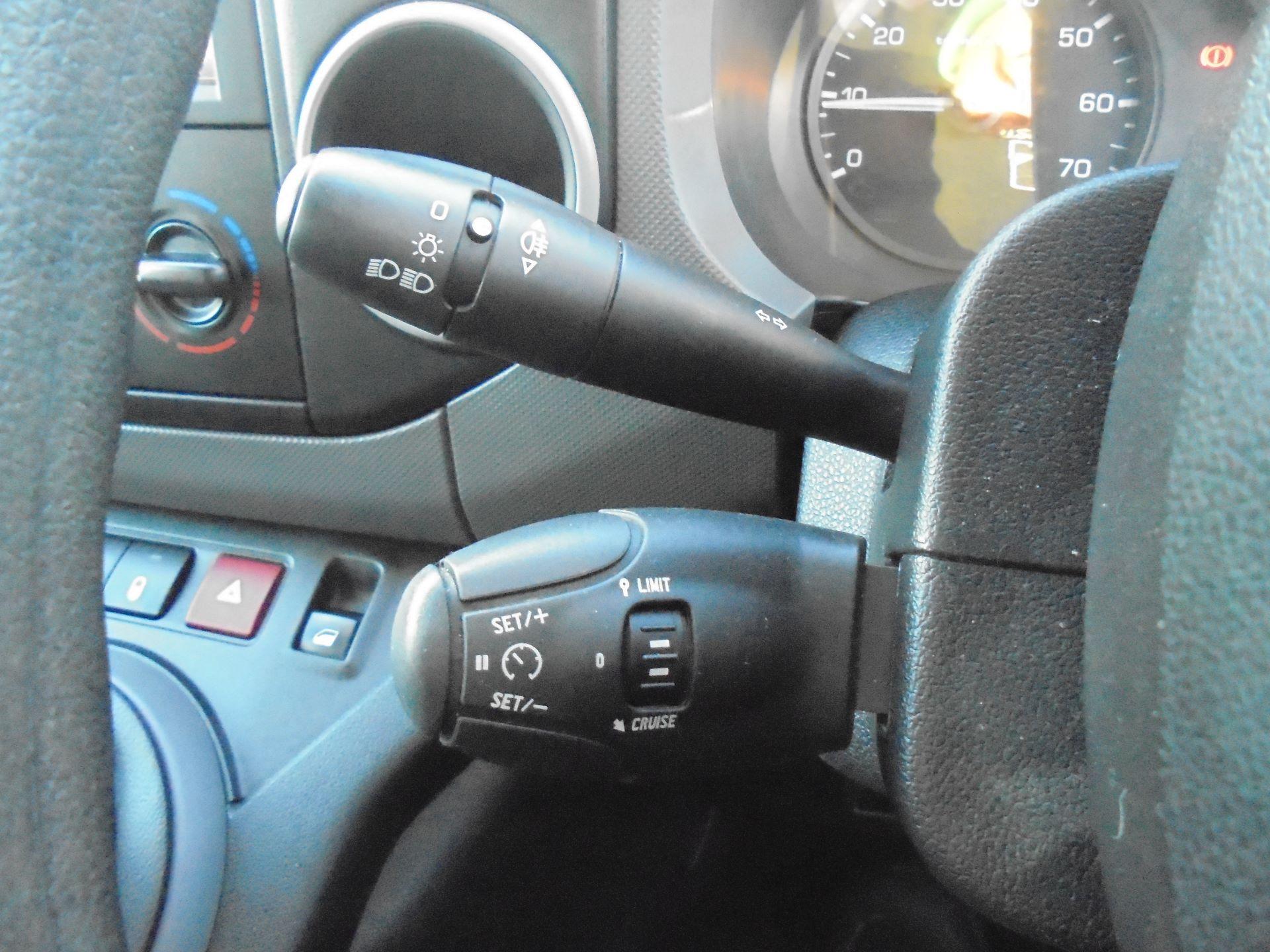 2018 Peugeot Partner 850 1.6 Bluehdi 100 Professional Van [Non Ss] (NV67LLT) Image 19