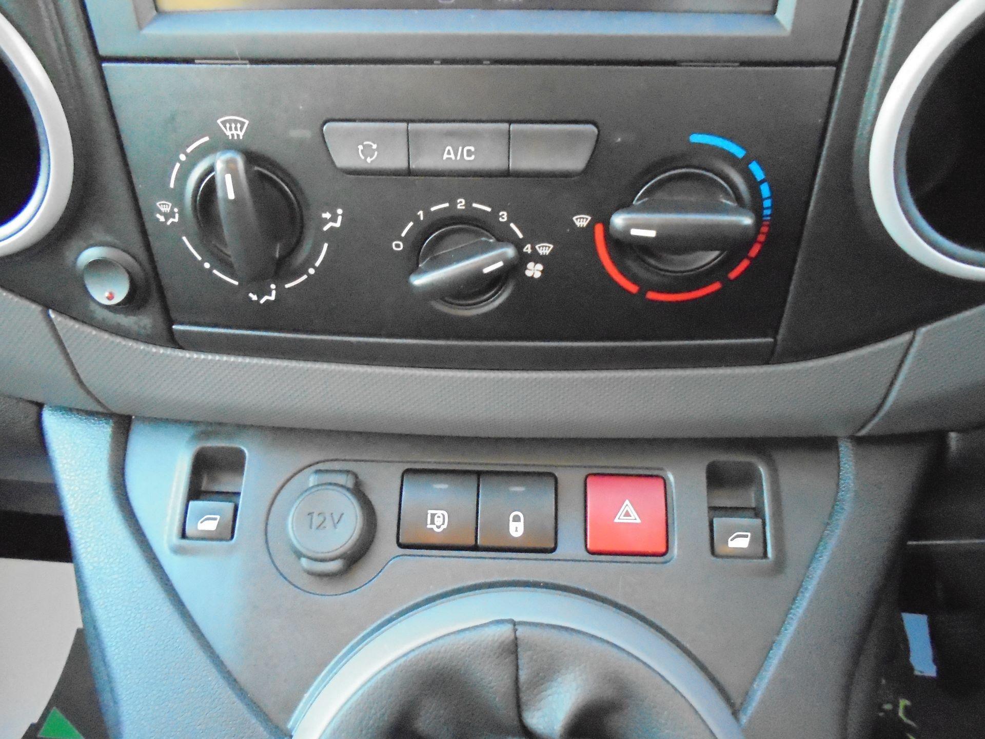 2018 Peugeot Partner 850 1.6 Bluehdi 100 Professional Van [Non Ss] (NV67LLT) Image 21