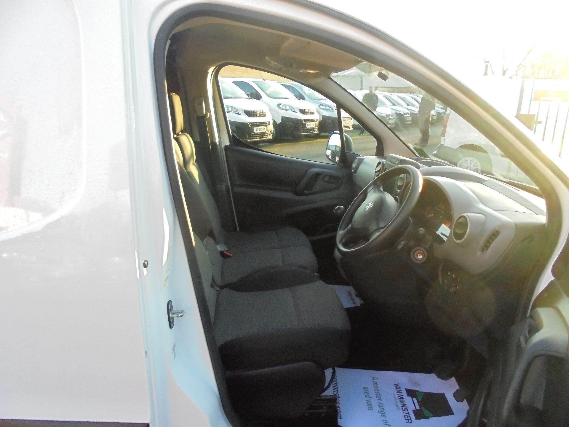 2018 Peugeot Partner 850 1.6 Bluehdi 100 Professional Van [Non Ss] (NV67LLT) Image 11